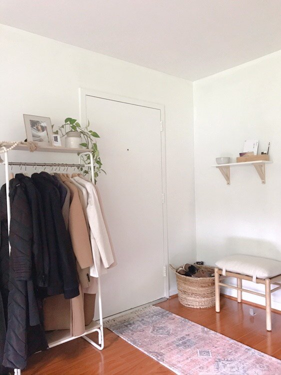 Entryway. Lis mentions that there is another closet to store their shoes and additional coats, vacuum etc. I couldn't wrap my head around that they only had this coat rack, ahaha.