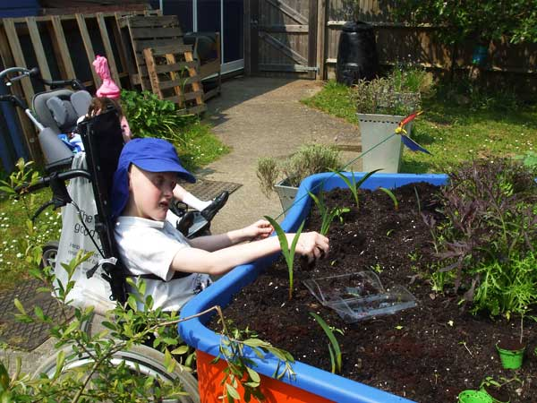 wheelchair-accessible-raised-garden-beds-for-special-needs-childrens-schools