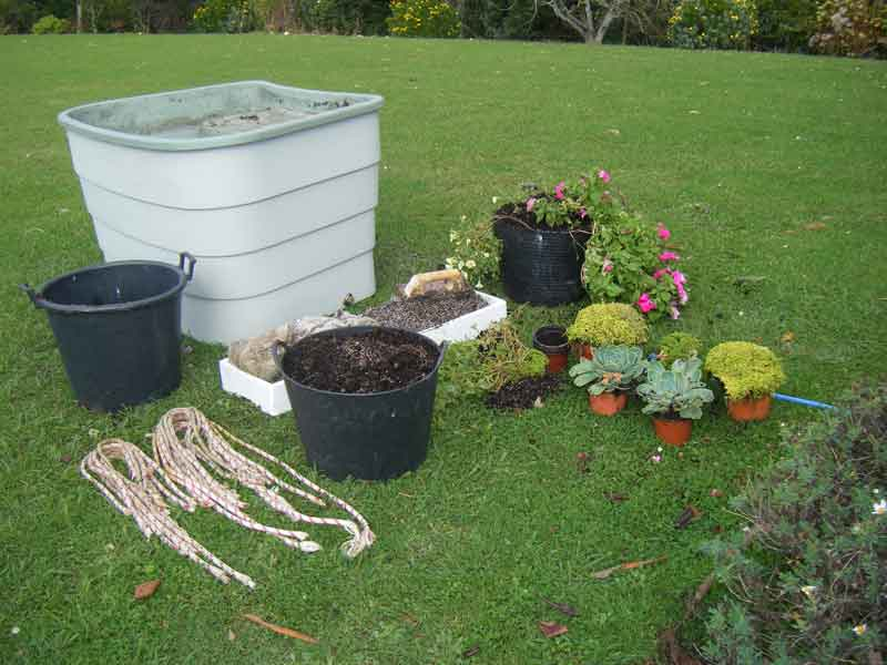 Green-Circle-Garden-for-disabled-gardening-changing-soil-and-replanting