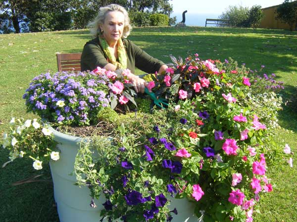 wheelchair-accessible-garden-beds-for-horticulural-therapy-in-assisted-and-retirement-homes.jpg