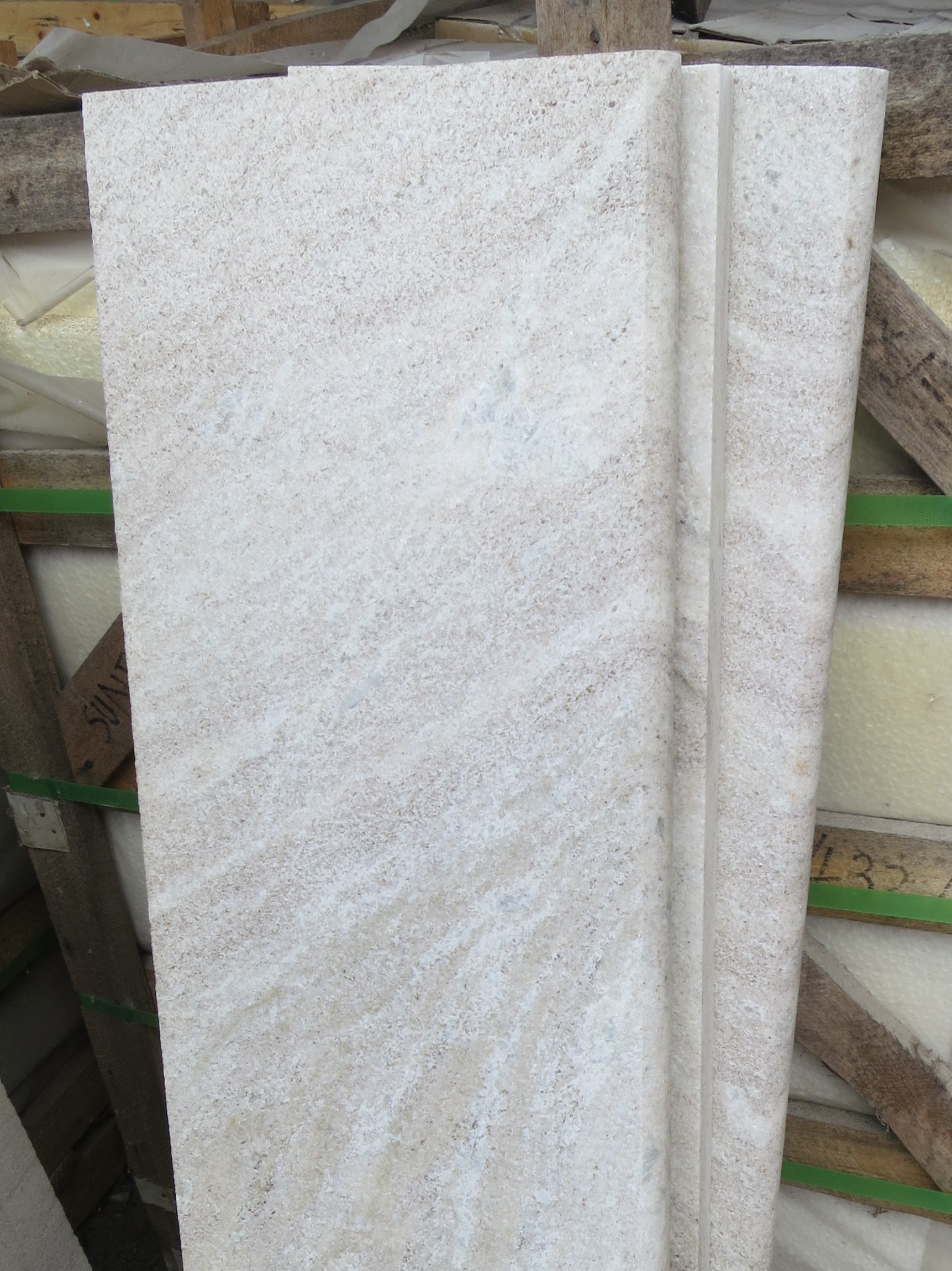 14. Crystallised quartzite steps. Durable and non-slippery surface with low absorption. Available in 20mm and 30mm thicnesses. Popular for use as swiming pool capping.