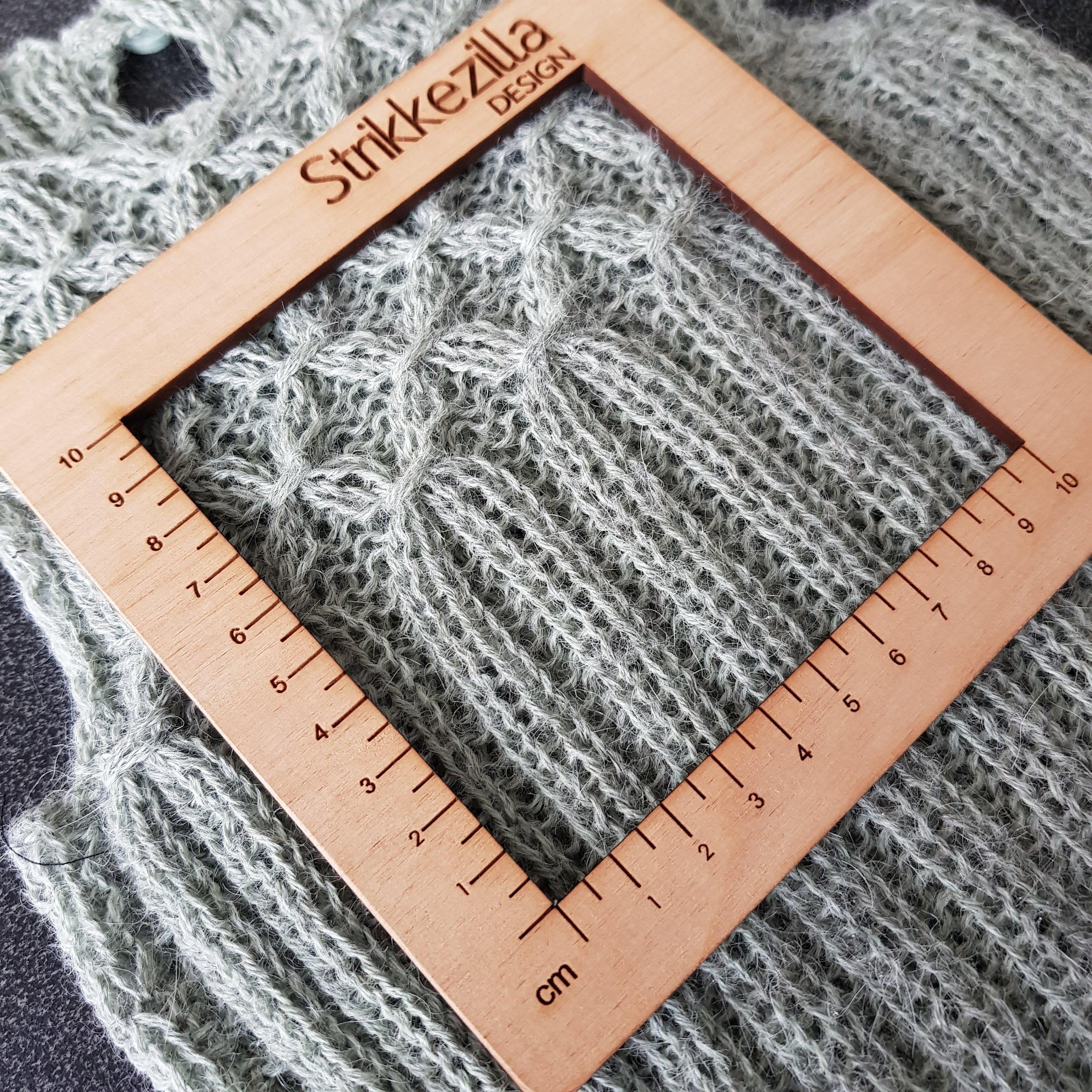 Dobbel Isager alpakka 1 p 4 - 24 m/10 cm i lett strakt ribbestrikk.