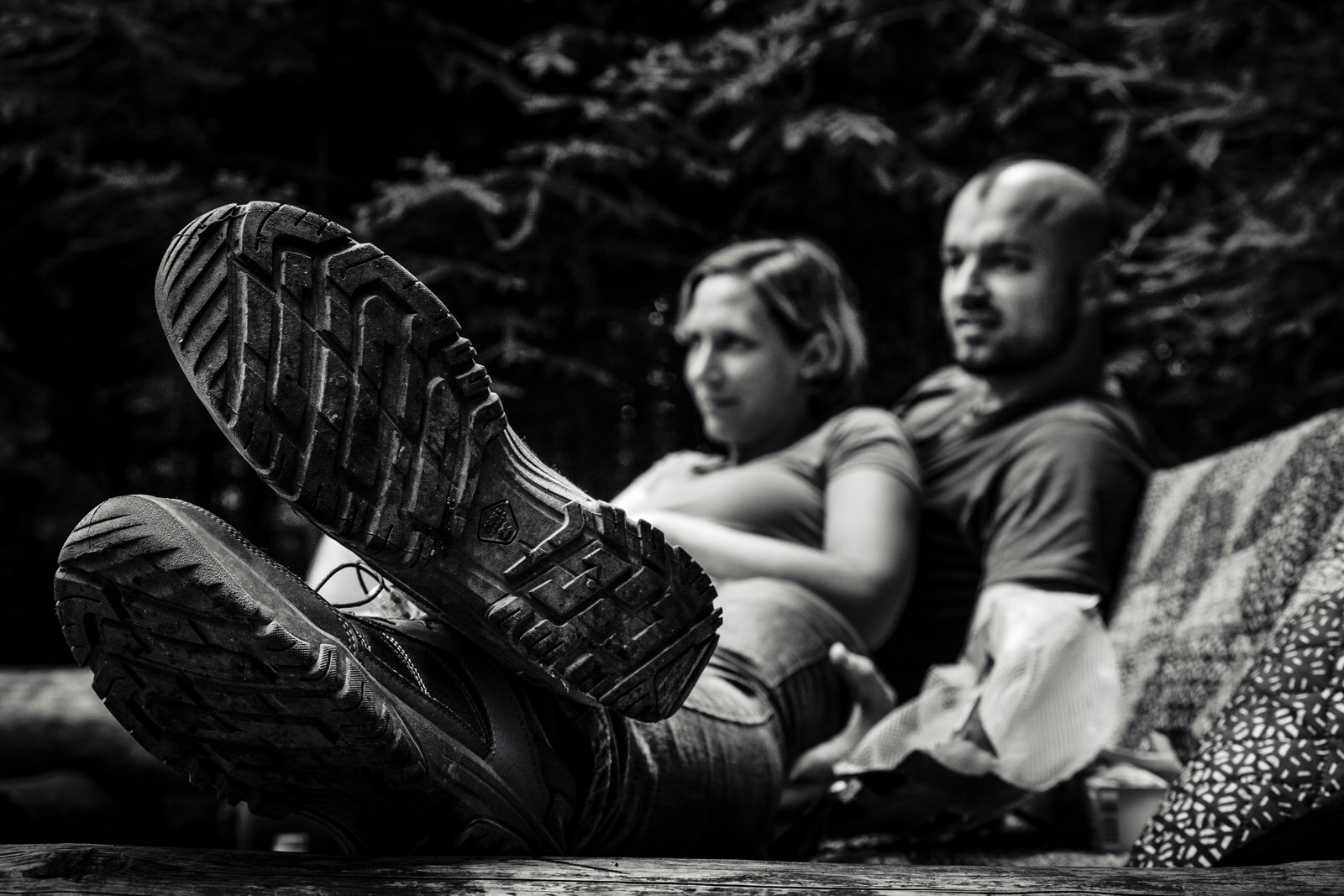 Eine Familienreportage im Schwarzwald während eines Campingurlaubes! Camping in Süddeutschland? Das ist im Schwarzwaldcamp am Schluchsee super möglich. Familienfotografin Julia Erz zeigt dokumentarische Familienfotos. Im Rahmen der dokumentarischen Familienfotografie entstehen herrlich wunderbar entspannte Familienfotos.