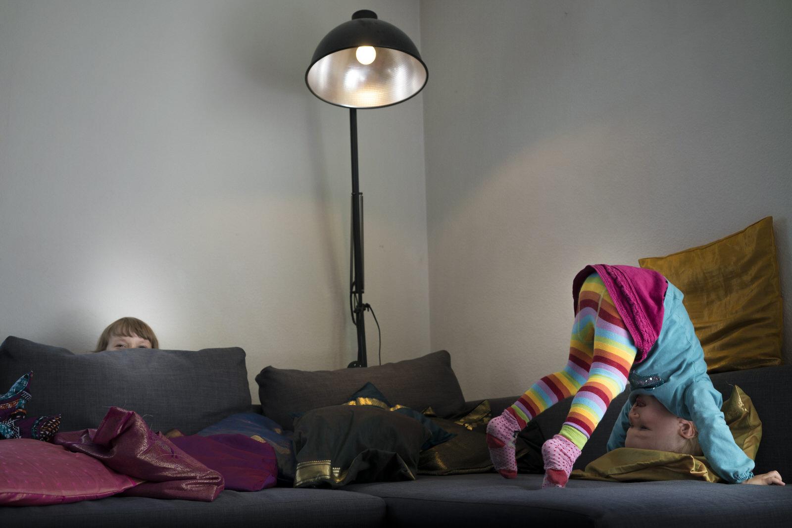 Turnende Mädchen | Familienfotografin Julia Erz