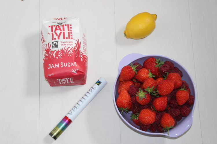 4 ingredients is all you need to make homemade Jam