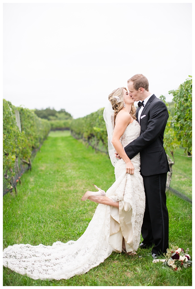 New York Weddings | Long Island Wine Country | Real weddings, engagements and inspiration for the modern NY Bride | www.redoakweddings.com