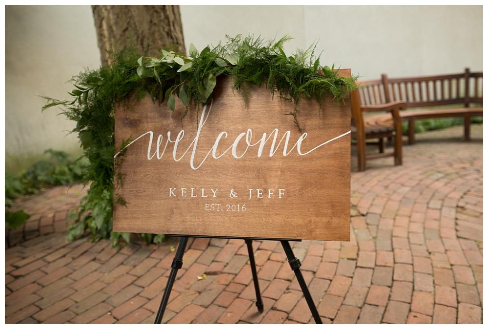 Pennslyvania Weddings | Christ Church, Philadelphia, PA | Real weddings, engagements and inspiration for the modern NY Bride | www.redoakweddings.com