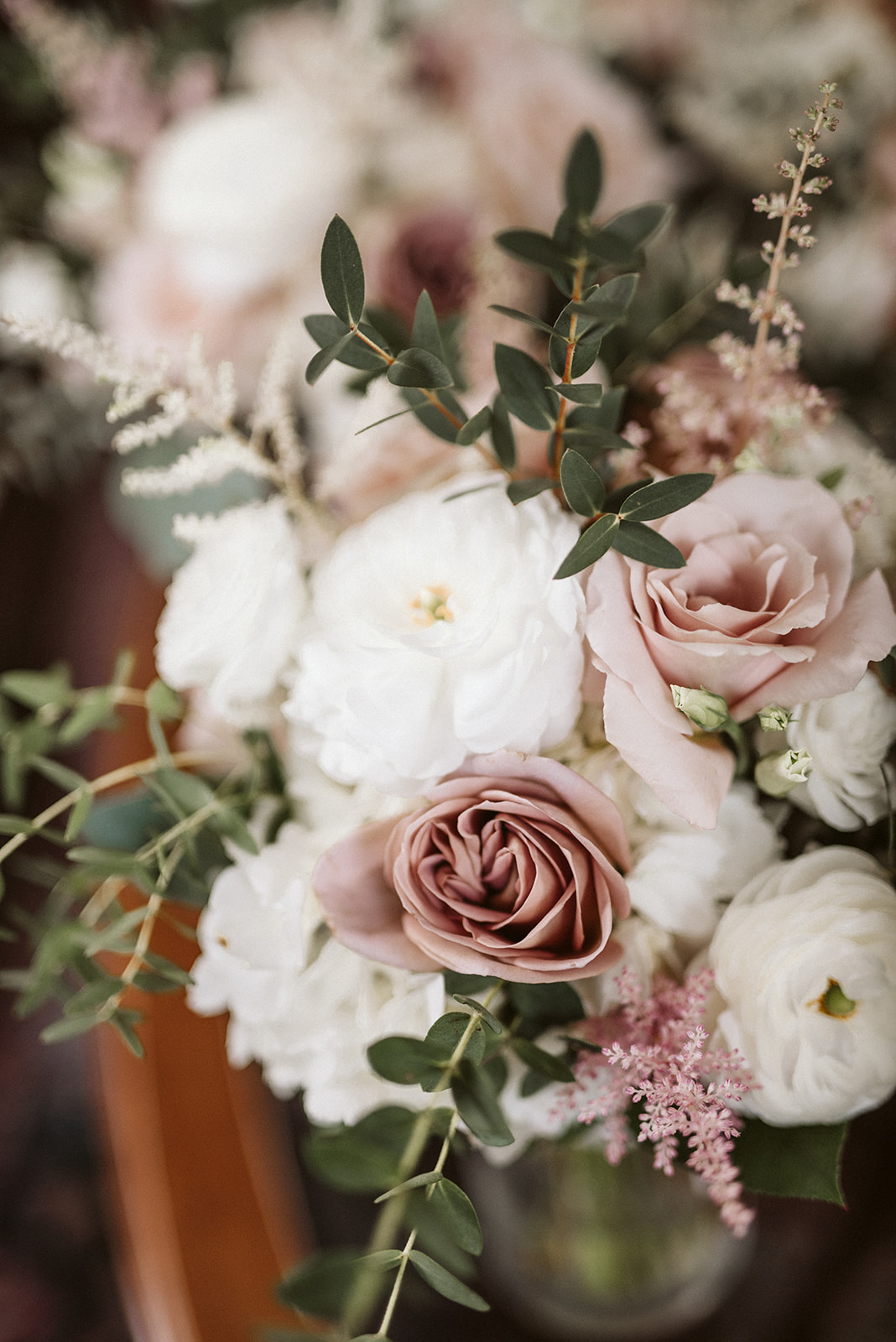 Rose and white bouquets at Drumore Estate, a luxury wedding venue in Lancaster County.