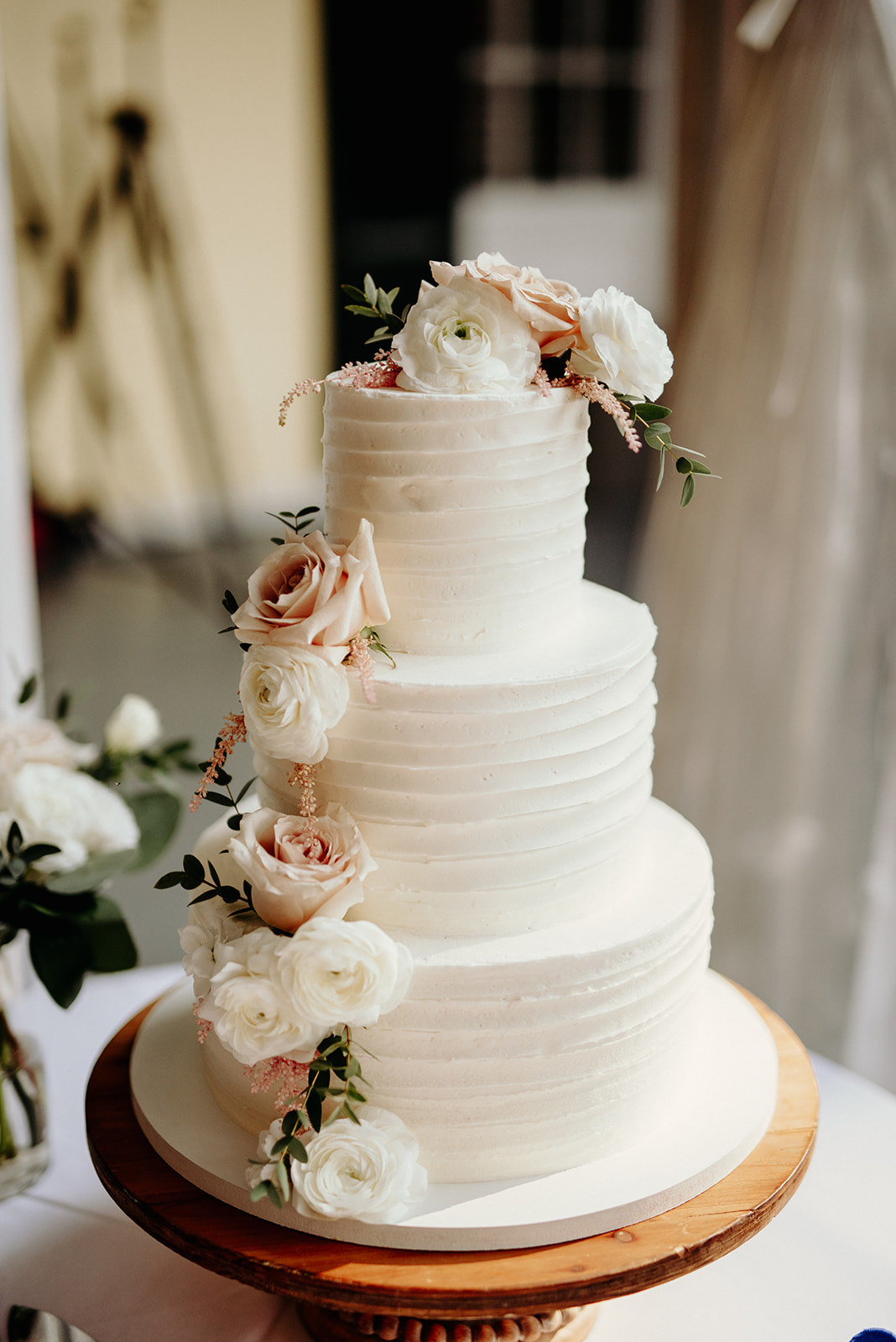 Simple, minimal, floral cake at Drumore Estate wedding.