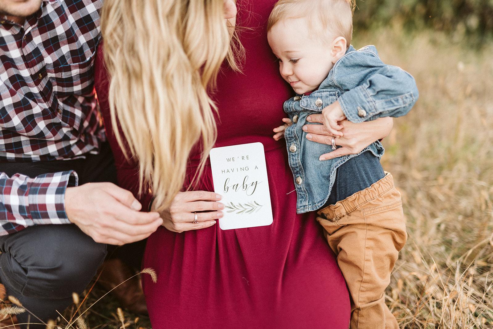 Fall pregnancy announcement photos.