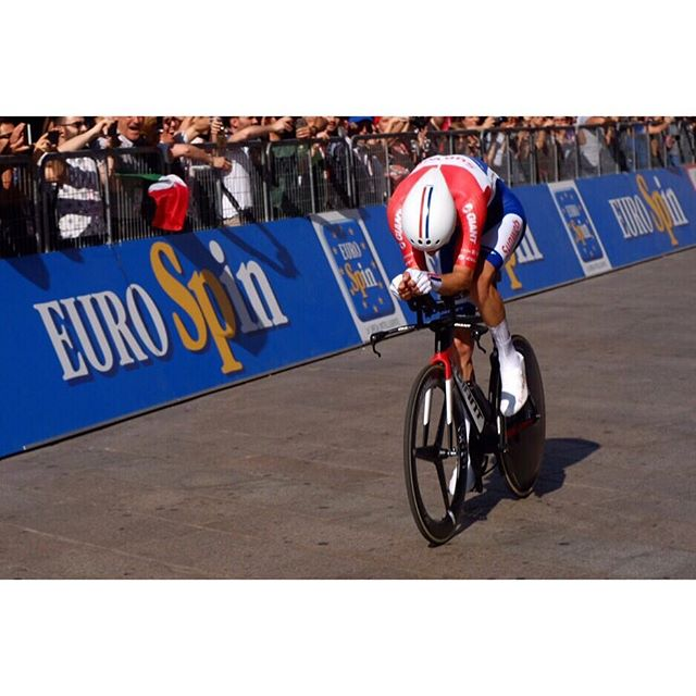 Some days you have it, and some days you  don't. Time trials are just you vs. the clock.  Chapeau Tom Dumoulin on the victory.100m from the finish, bringing it home. #giroditalia #timetrial #ftw #bikelife