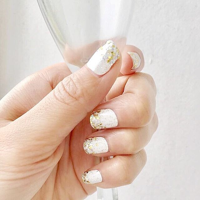 Happy new year, friends! . Cheers to all the new resolutions and big plans you've made for this year - you can do it! . . . . . #newyear #newyearsday #newyearnewyou #nye2019 #newyearseve #resolutions #welcome2019 #newyears #nyenails #nye #newyearnails #newyearnewme #newyeargoals #newyearresolution