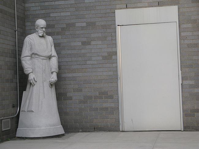 Statue-and-doorway.jpg