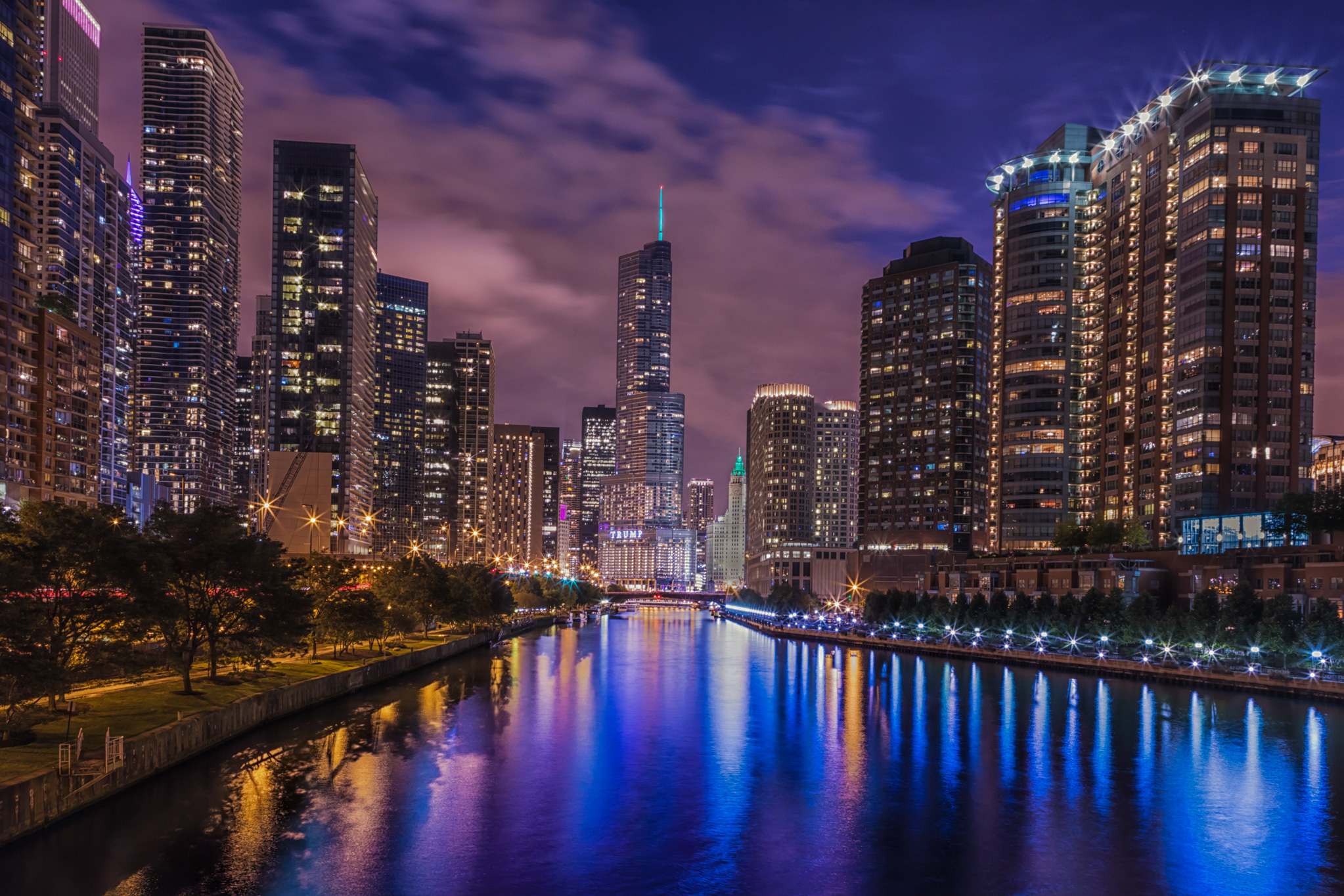 chicago_series_wedding_photography_river_lights_go_down_in_the_city