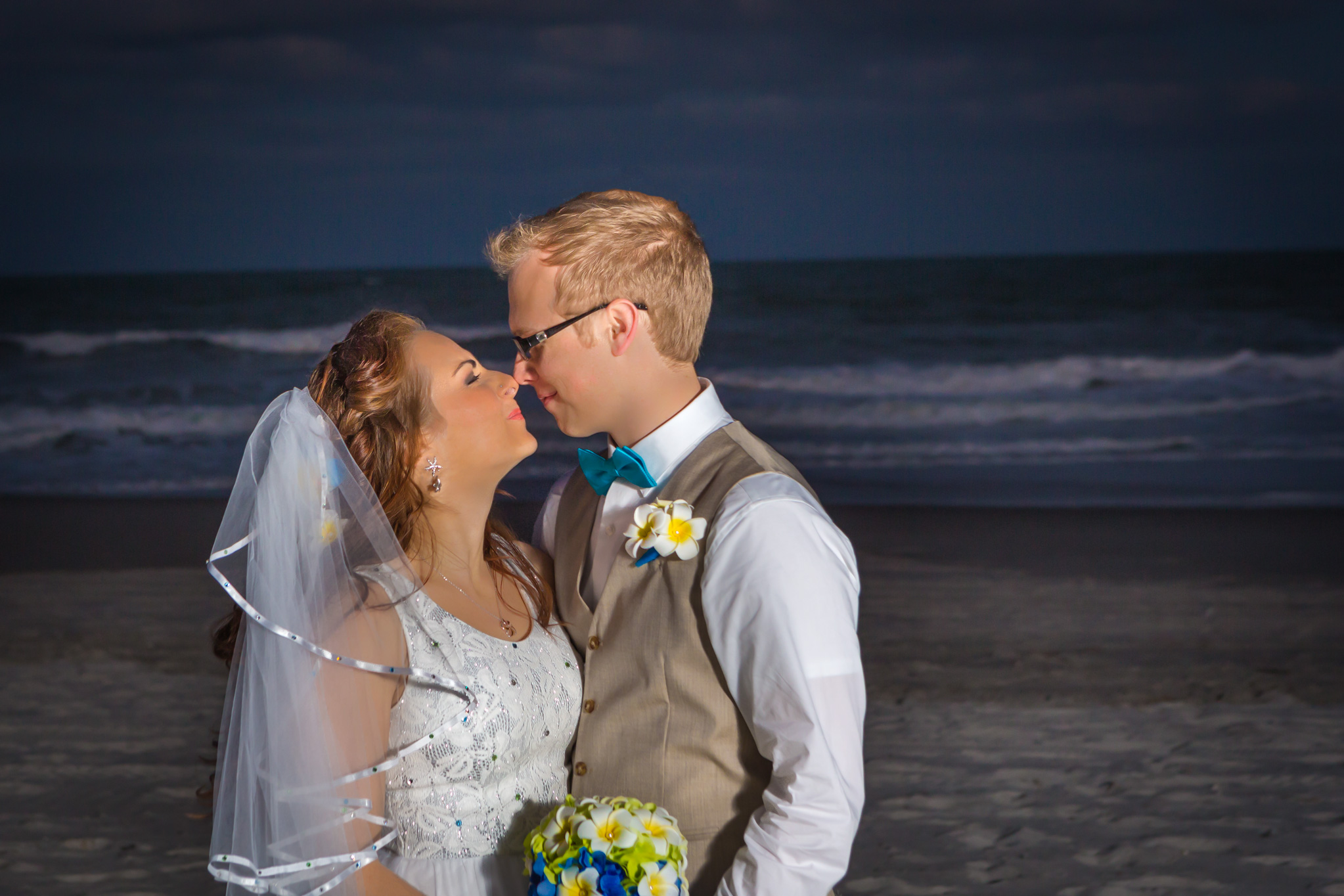 victoria_blaine_destination_wedding_romance_ocean_flower