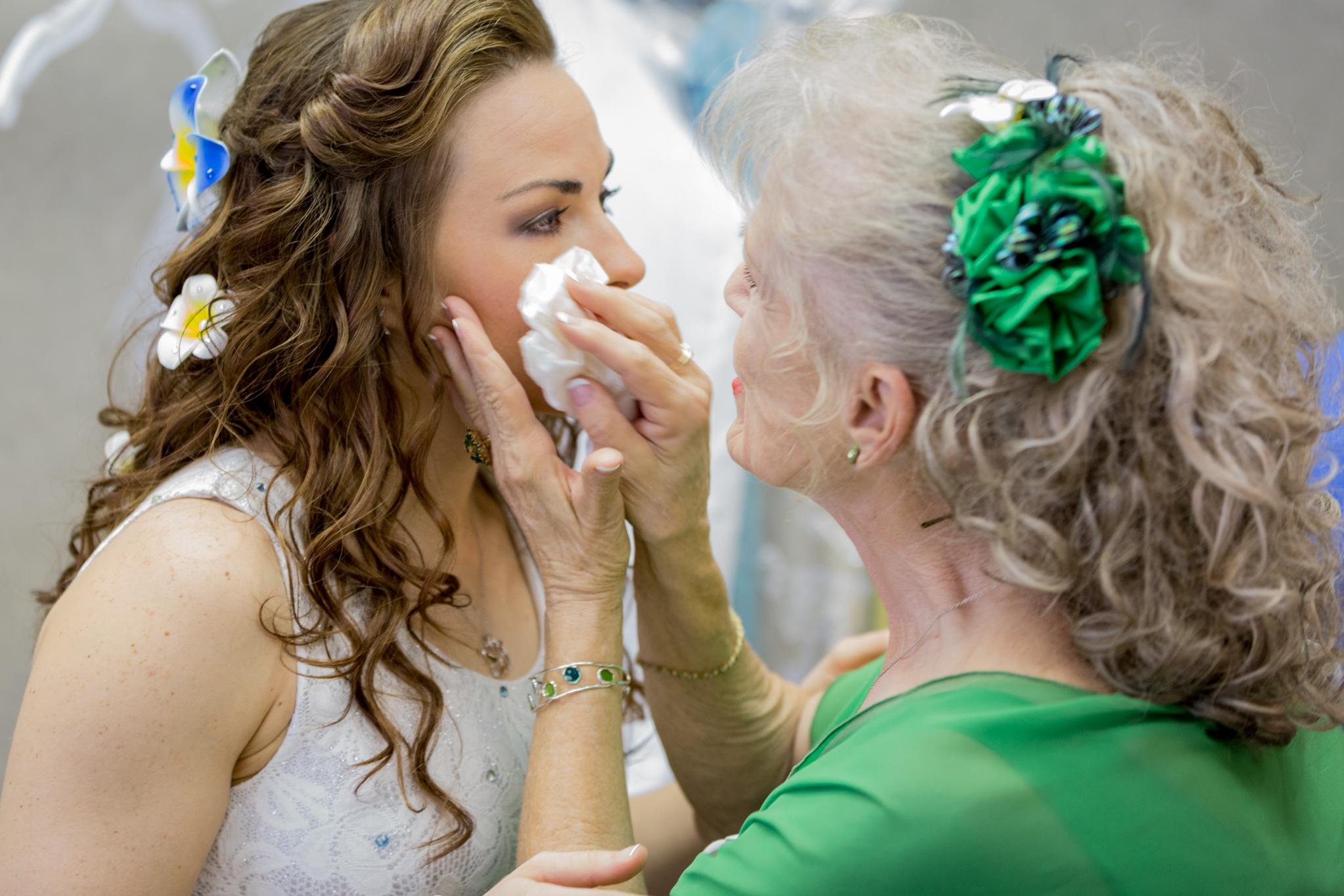 bride_getting_ready_dress_grandmother_flower