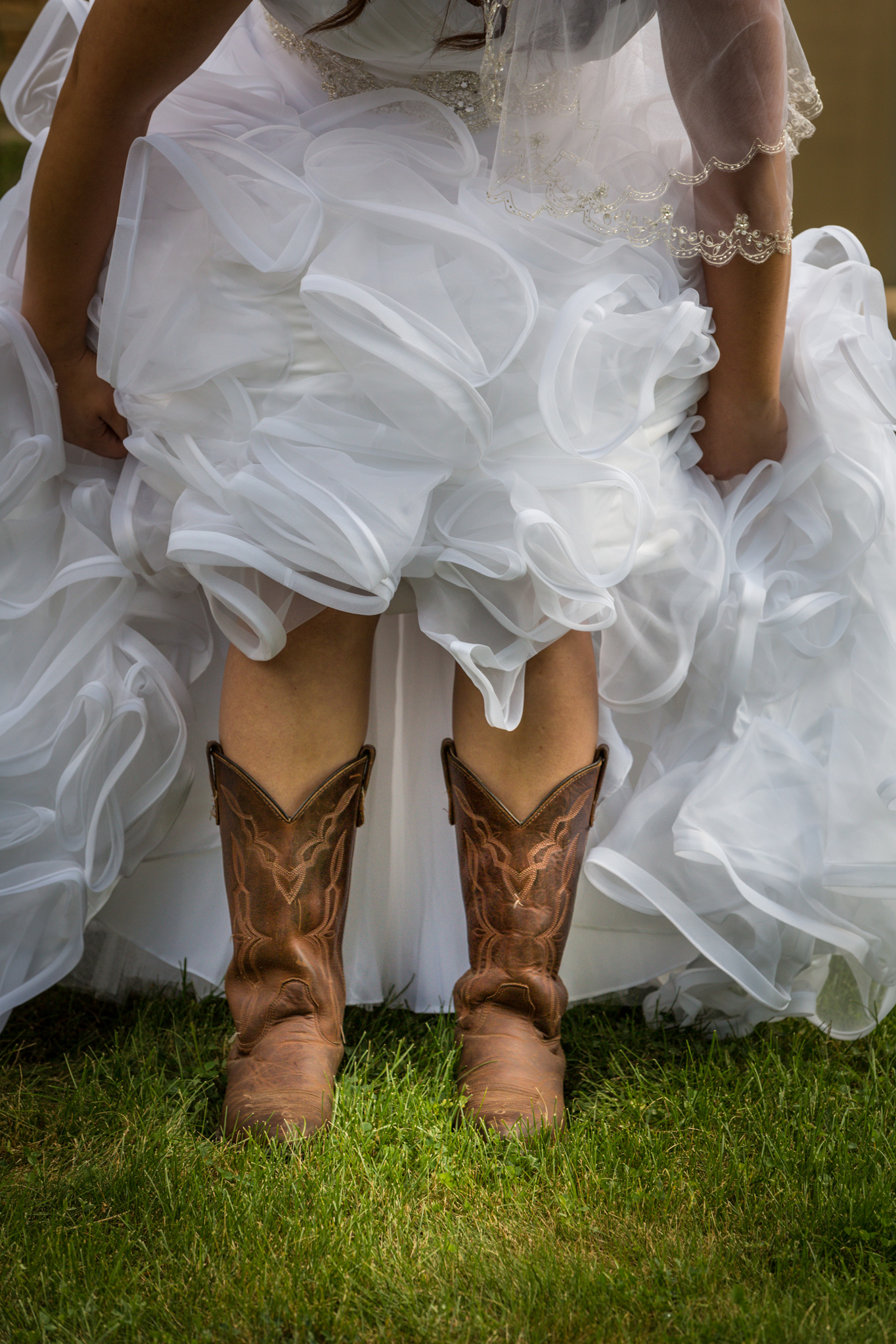 annie_matthew_south_barrington_il_outdoor_wedding_bride_2.jpg