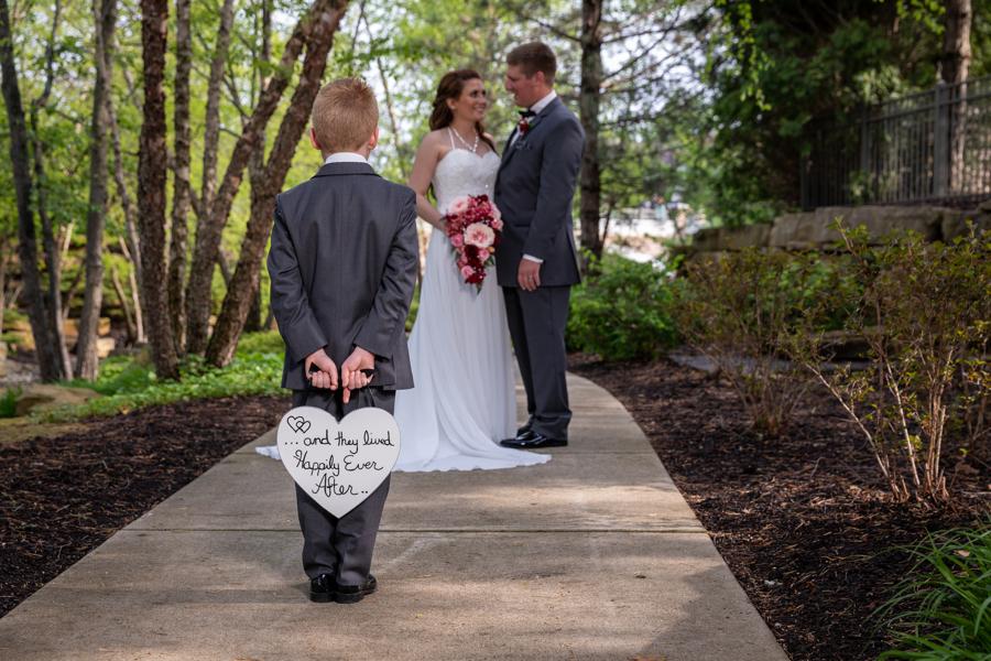wedding_formals_huntley_illinois_bride_flowers.jpg