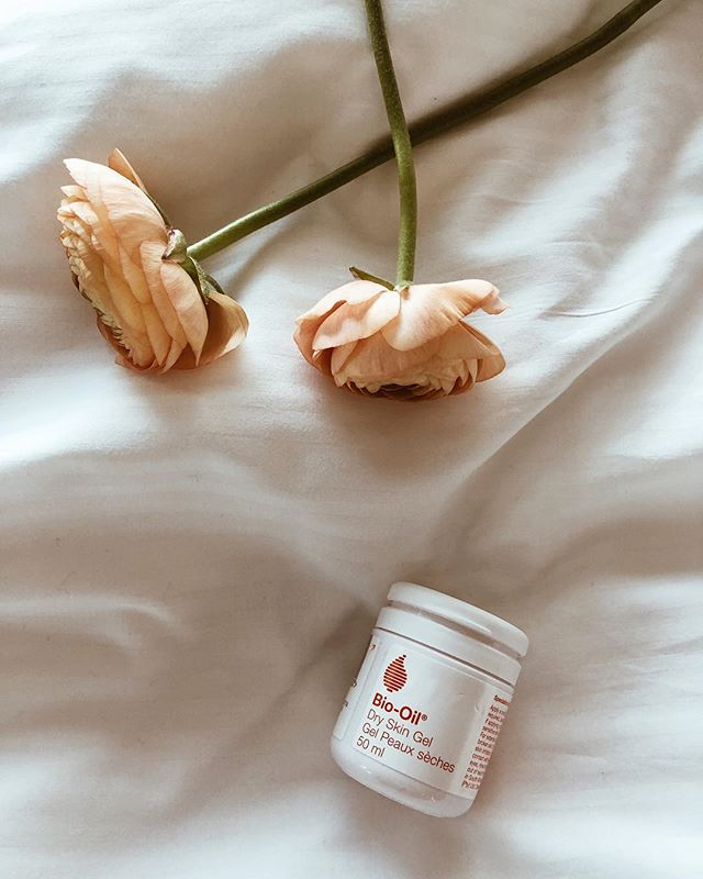 Le calme avant la tempête!  Doux #tbt à notre staycation @biooilcanada le week-end dernier à @hotelmonville pour le lancement du Gel Peaux sèches, le nouveau produit de la marque en près de 30 ans. Une fois appliqué sur la peau, ce gel crée un film protecteur qui résiste à la perte d'humidité et redonne à la peau sèche son hydratation optimale. Plus qu'un essentiel cet hiver! // The Calm before the storm! Sweet #tbt to our @biooilcanada staycation last weekend at @hotelmonville launching Dry Skin Gel, the brand's first new product in 30 years. The unique gel-to-oil texture creates a protective film to resist moisture loss and restore dry skin to its optimal hydrated state. A must have this winter! ©️📷: @imkaylaroy . . . #biooil #biooilcanada #goodbyetodryskin #adieupeausèche #beauty #staycation #hotelmonville #winter #pampering #skincare