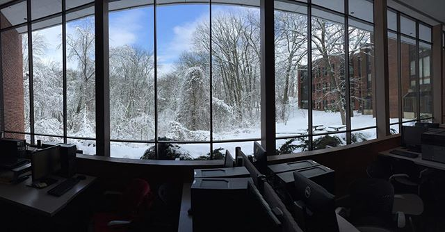 After a long day, I'll often come to Brandeis' International Business School (IBS) to relish in the peace and quiet that allows me to focus properly without any distractions. Here's a glimpse of the absolutely insane view the IBS World Court had post snow day❄️❄️hope you enjoyed seeing a fraction of the beauty and brilliance that Brandeis University offers. Thanks for tuning in! Please please let me know if you have any questions about the #DeisLife ~DLB