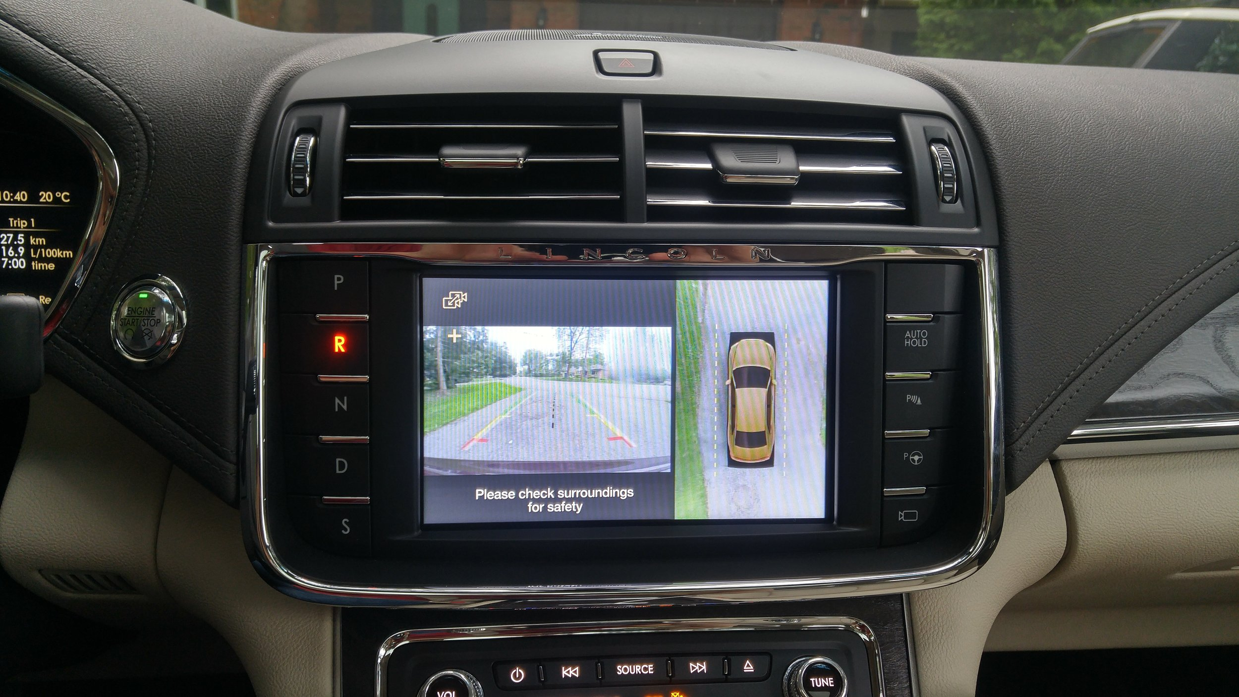 The 360-degree surround cameras stitch together a composite plan view which shows the Continental in relation to its surroundings. Perfect for threading the needle while parking this big sedan.
