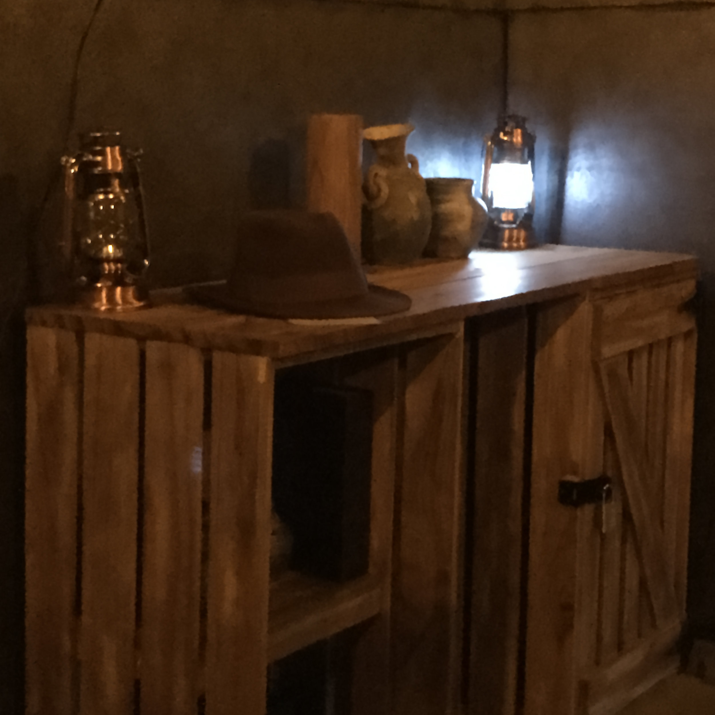 Play the role of an adventuring archaeologist in this escape room.