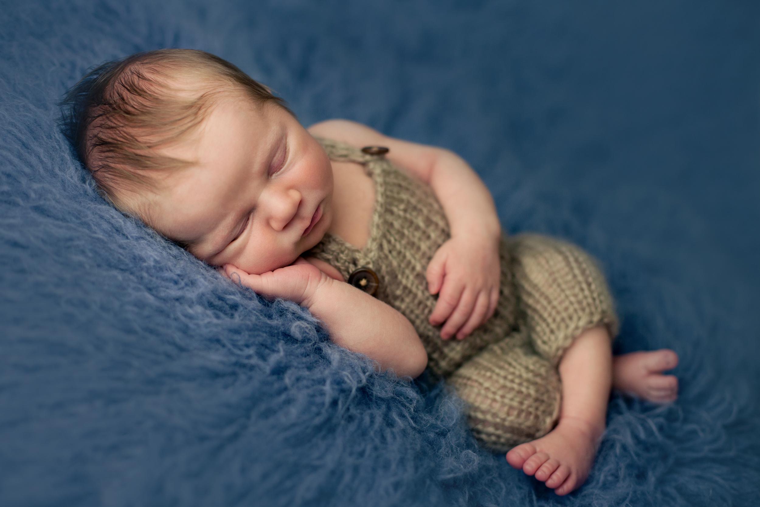 buckley newborn -29.jpg