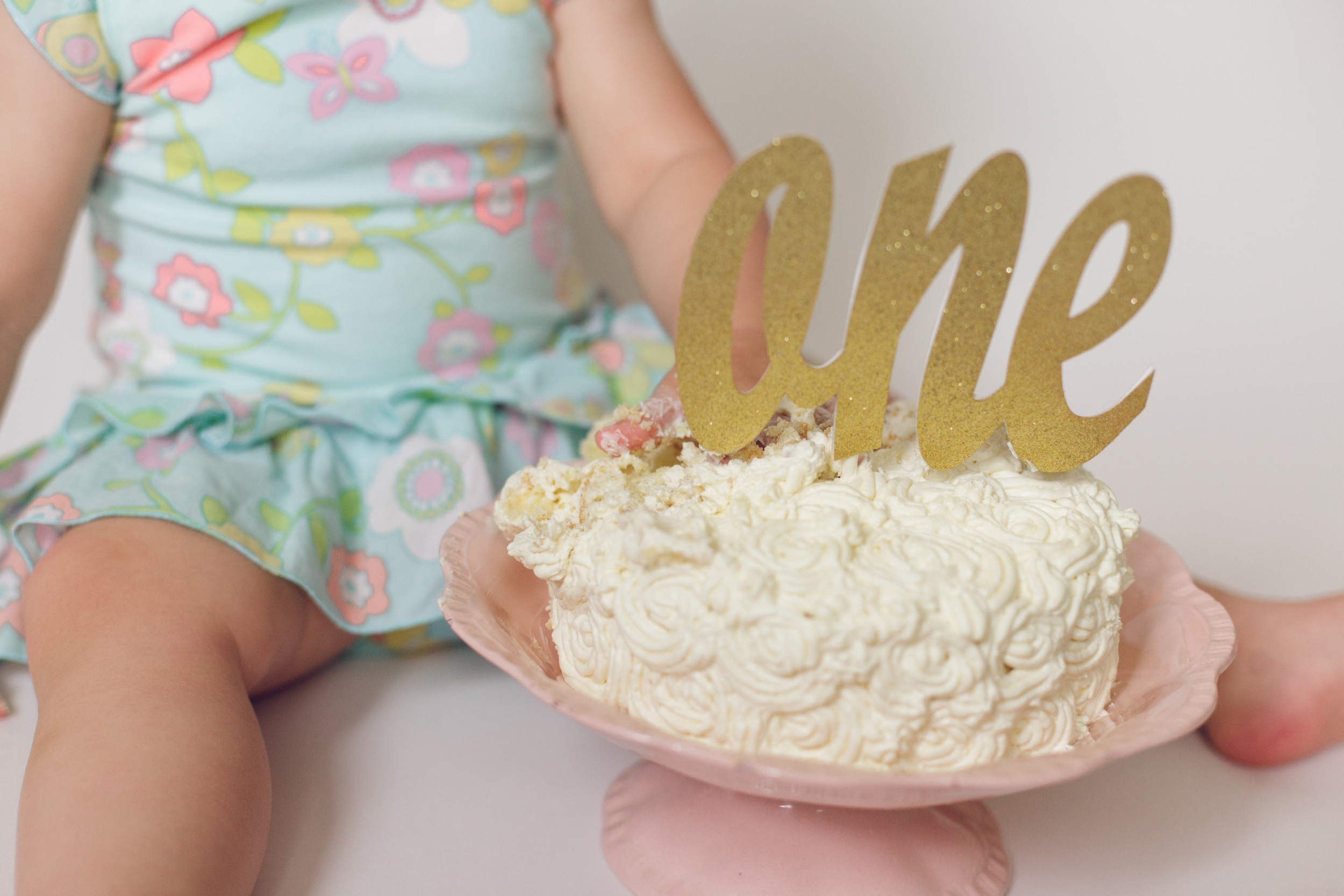 olivia cake smash -16.jpg