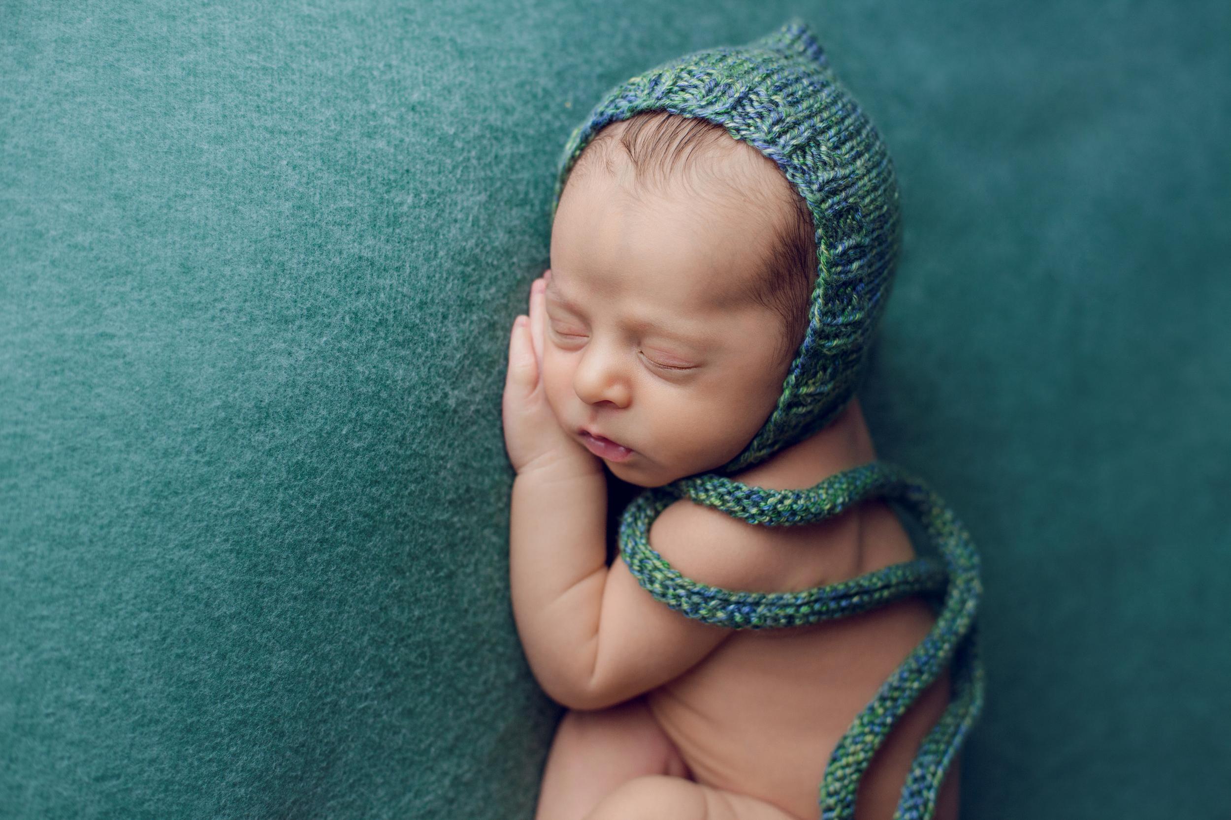 aaron newborn -5.jpg