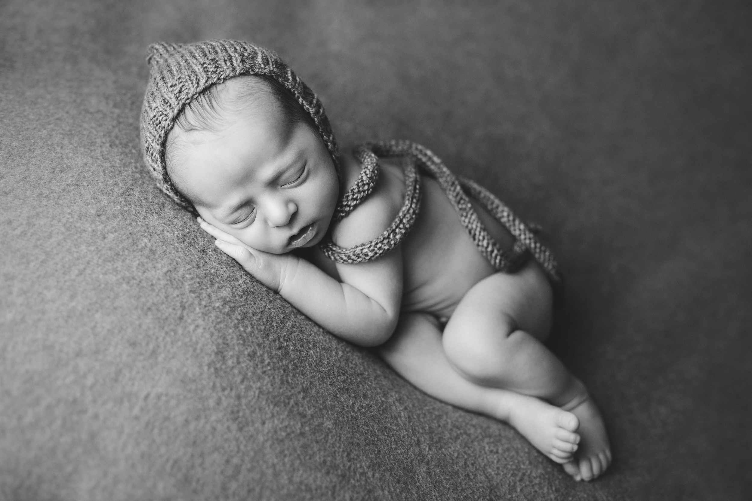 aaron newborn -15bw.jpg