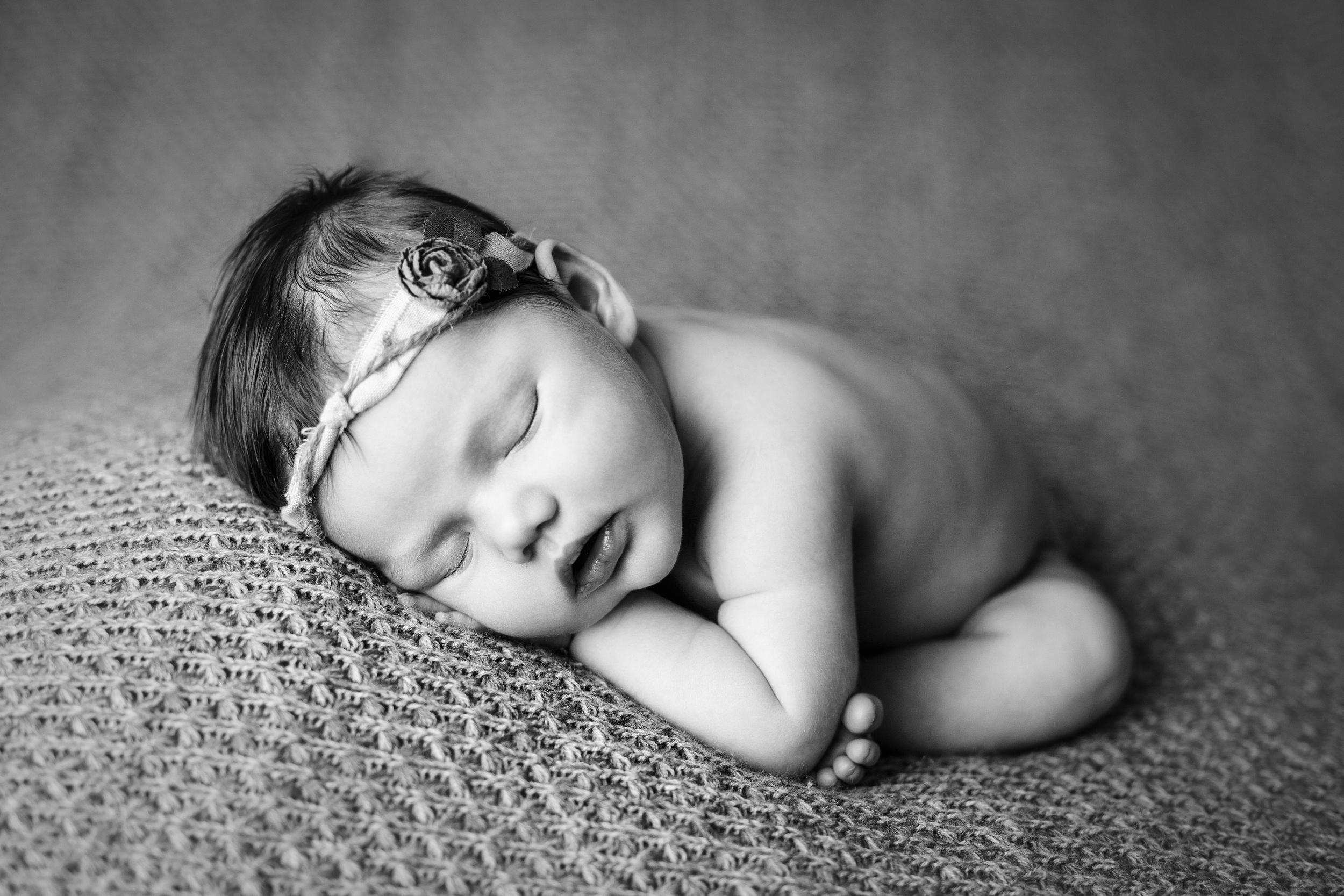 mackenzie newborn  (16).jpg