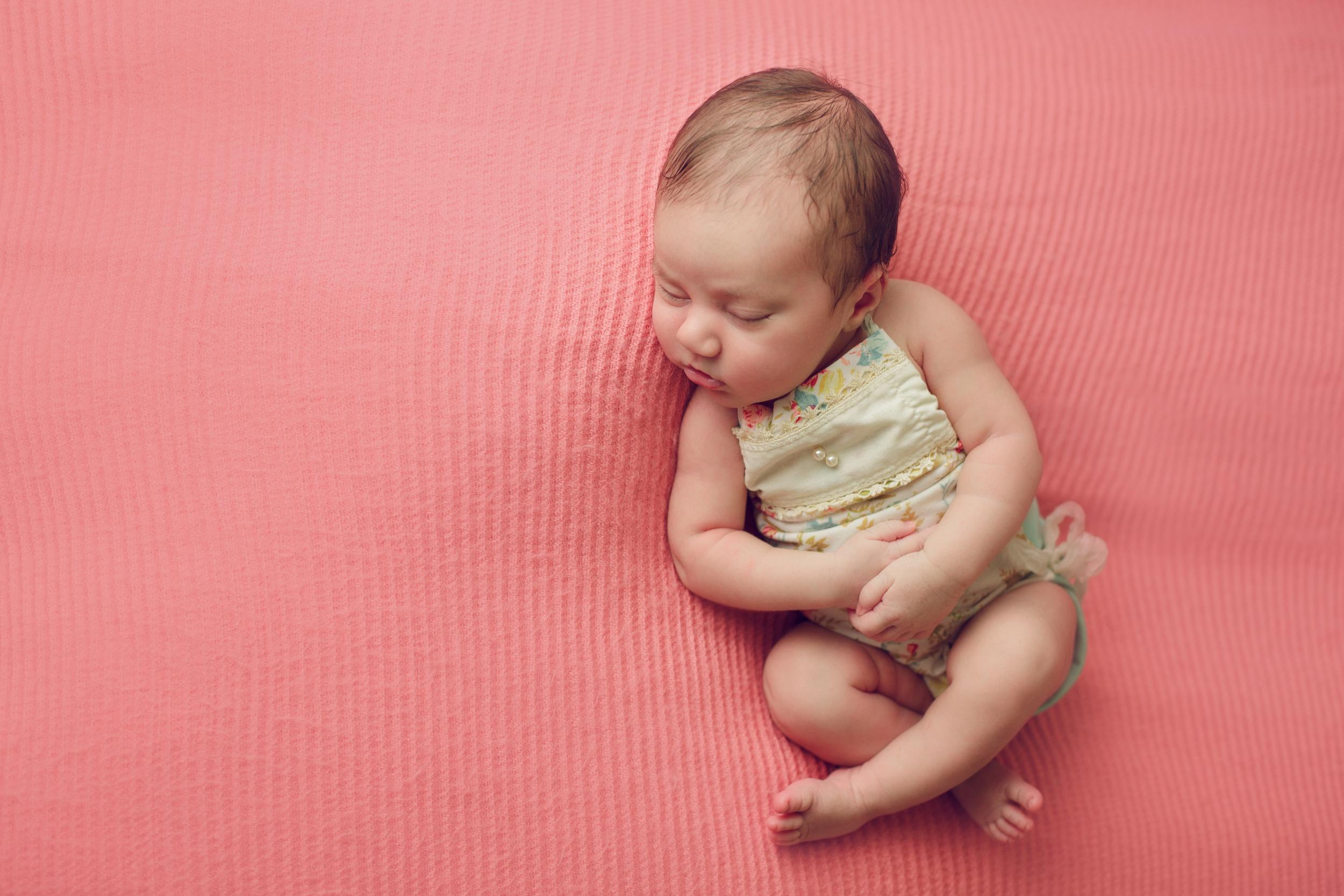 ruby newborn  (43).jpg
