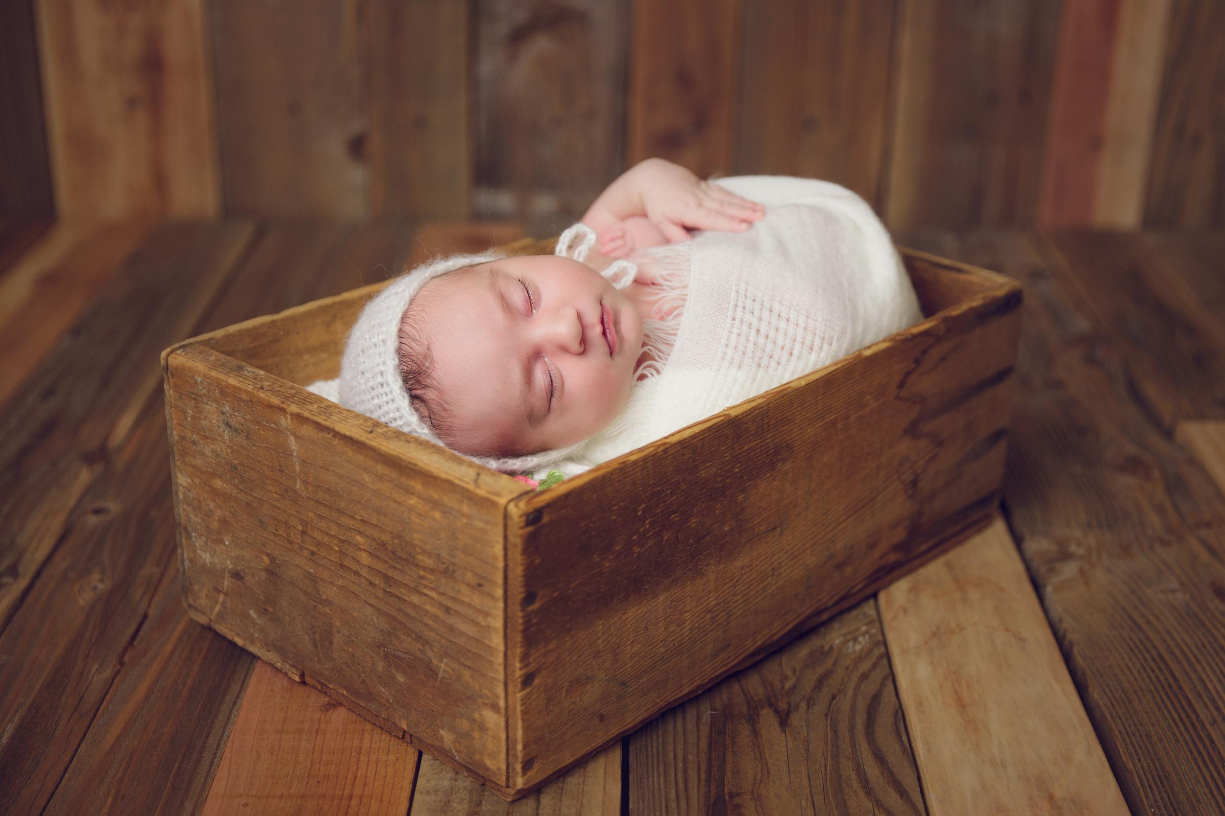 ruby newborn  (78).jpg