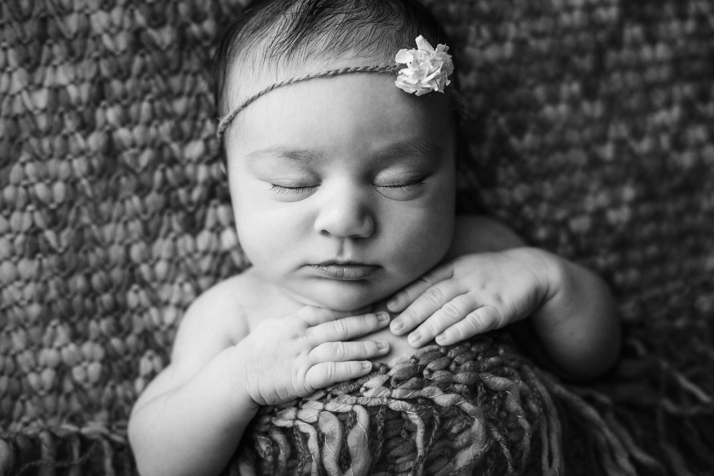 ruby newborn bw -6.jpg