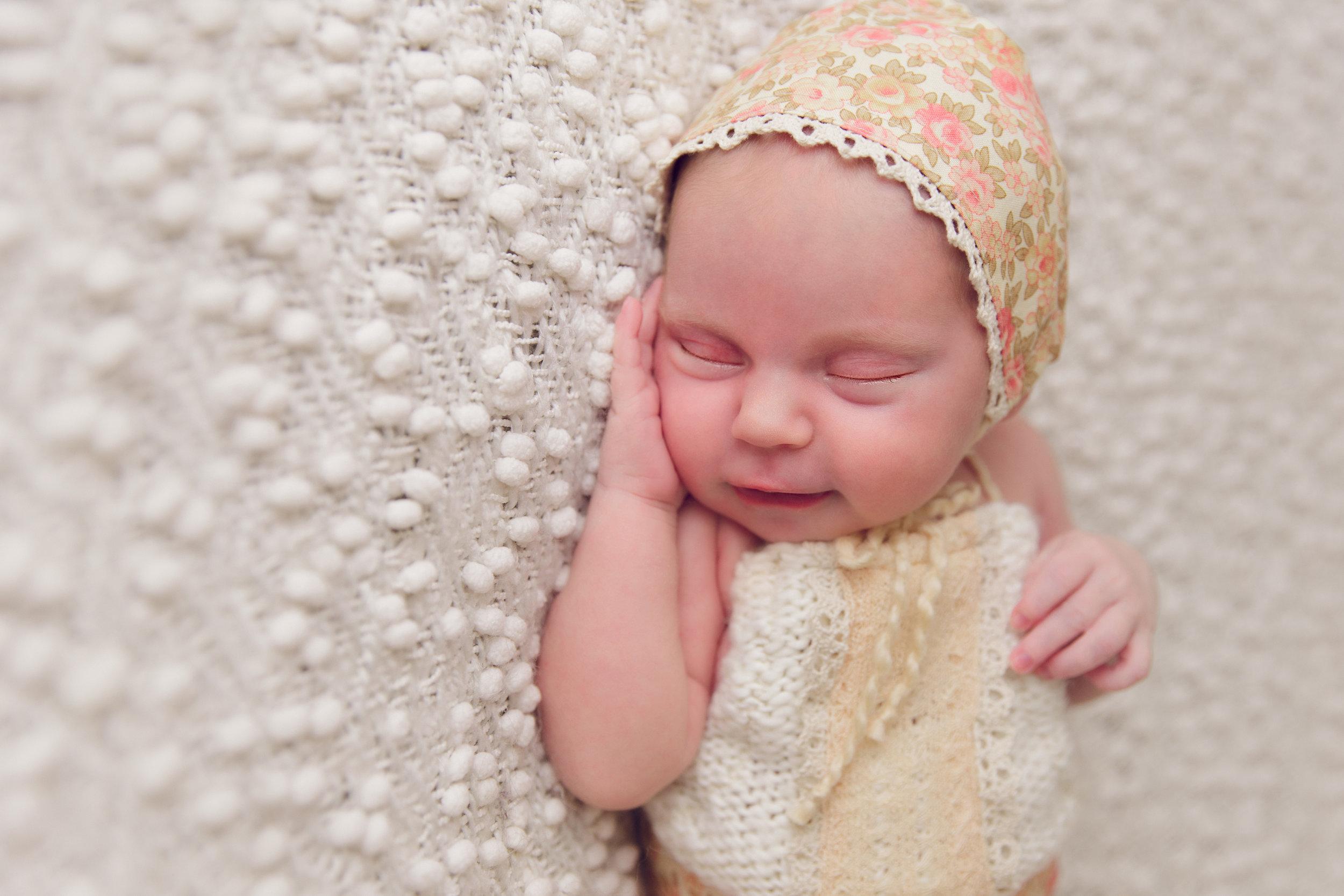 lily newborn -15.jpg