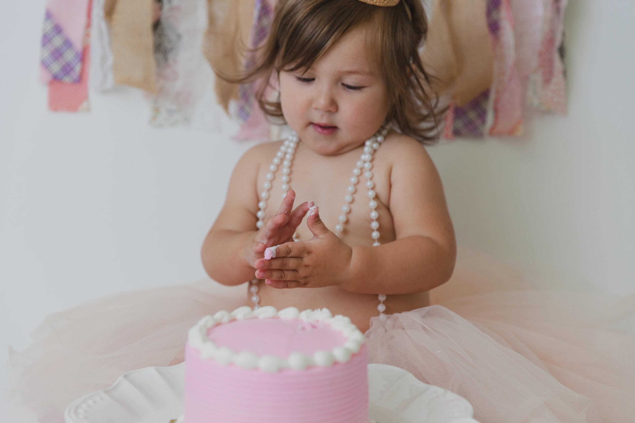 evelyn cake smash -27.jpg