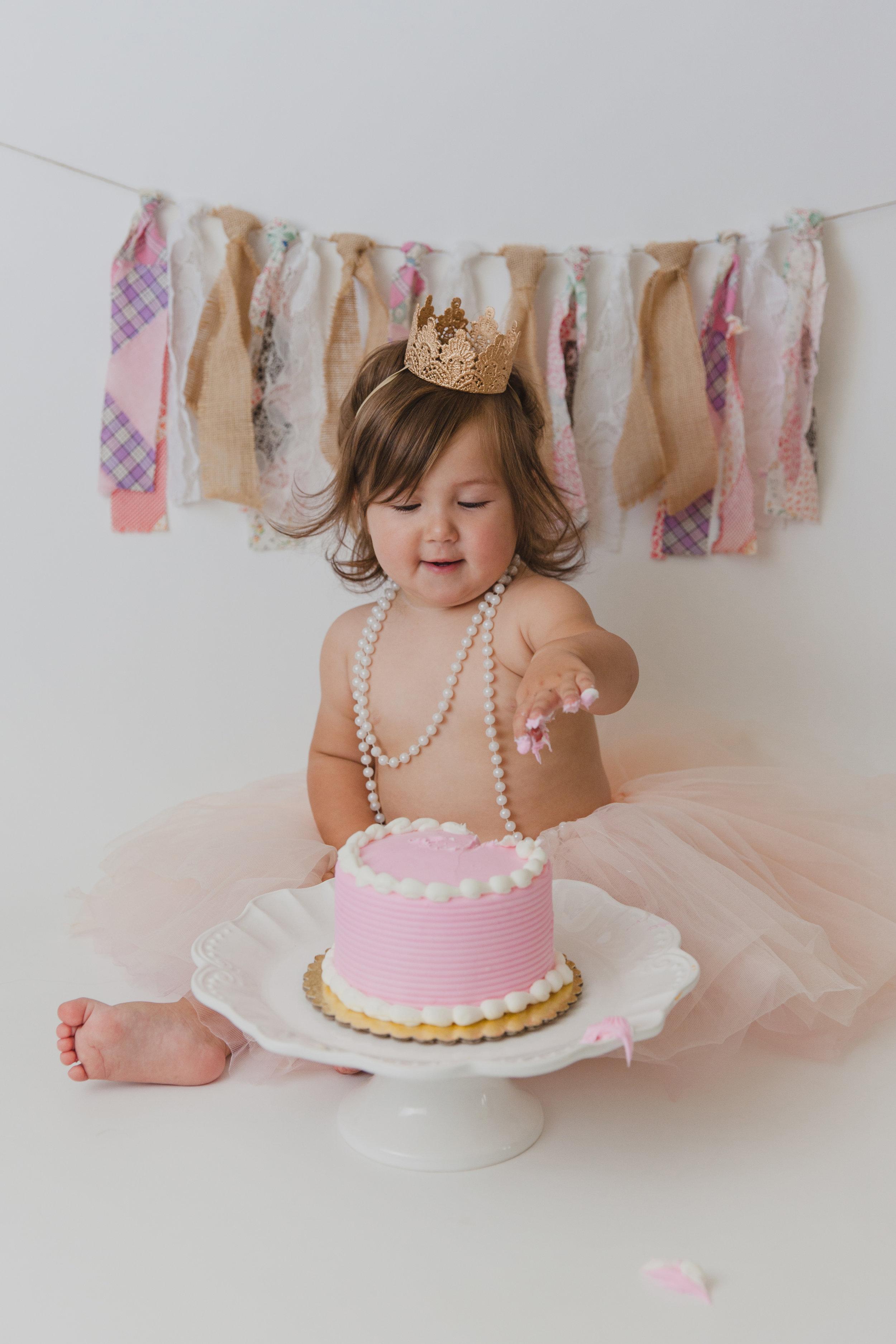 evelyn cake smash -28.jpg