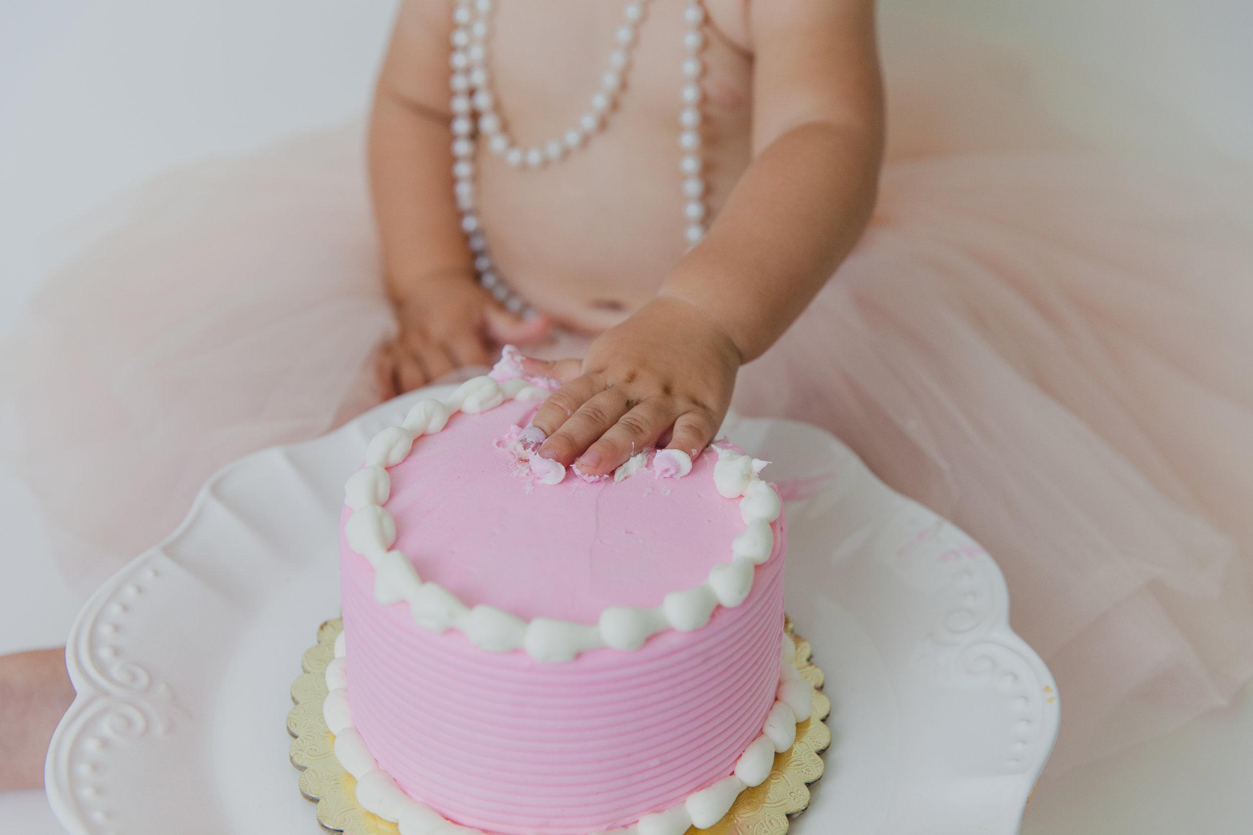 evelyn cake smash -29.jpg