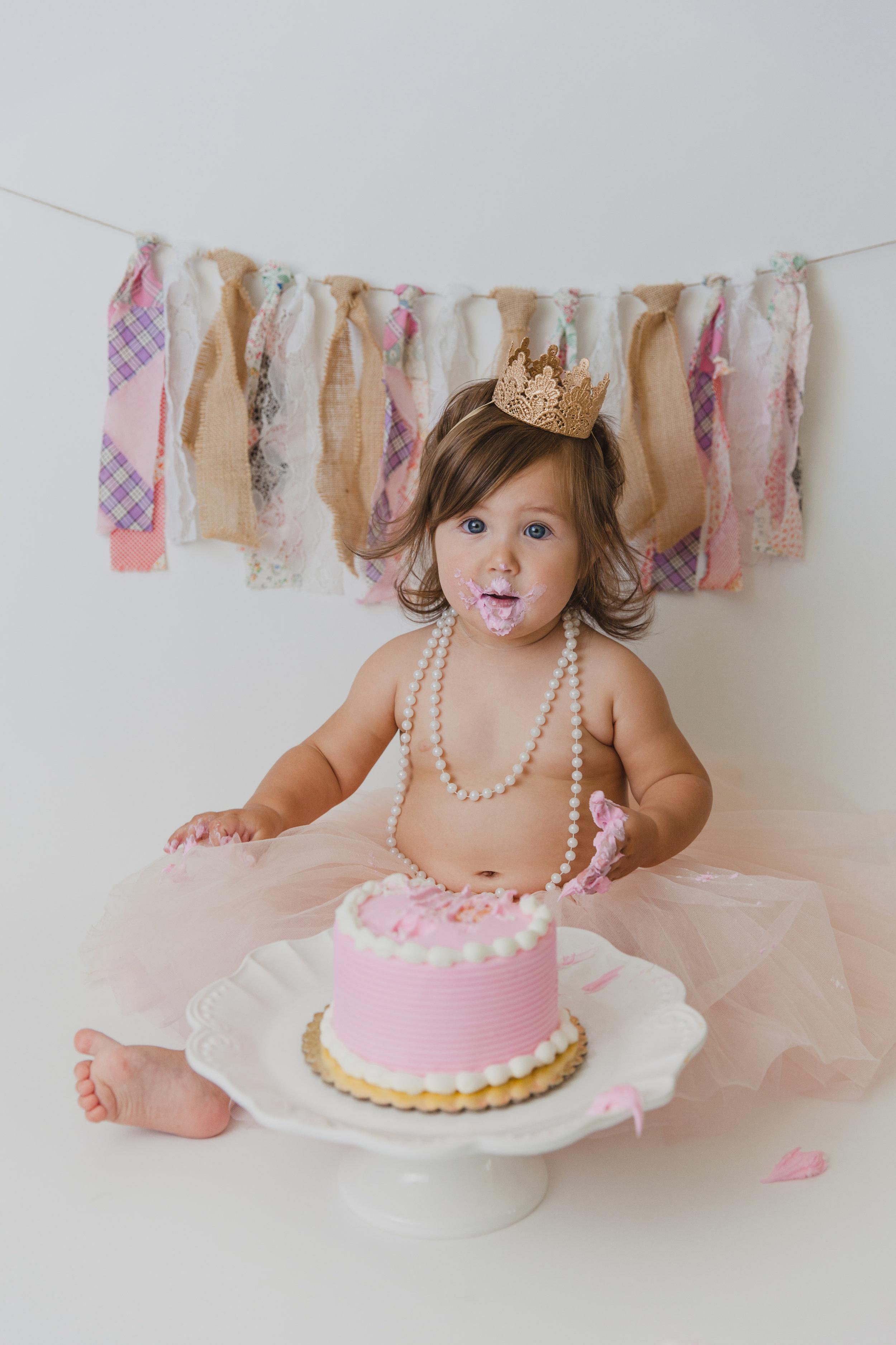 evelyn cake smash -44.jpg
