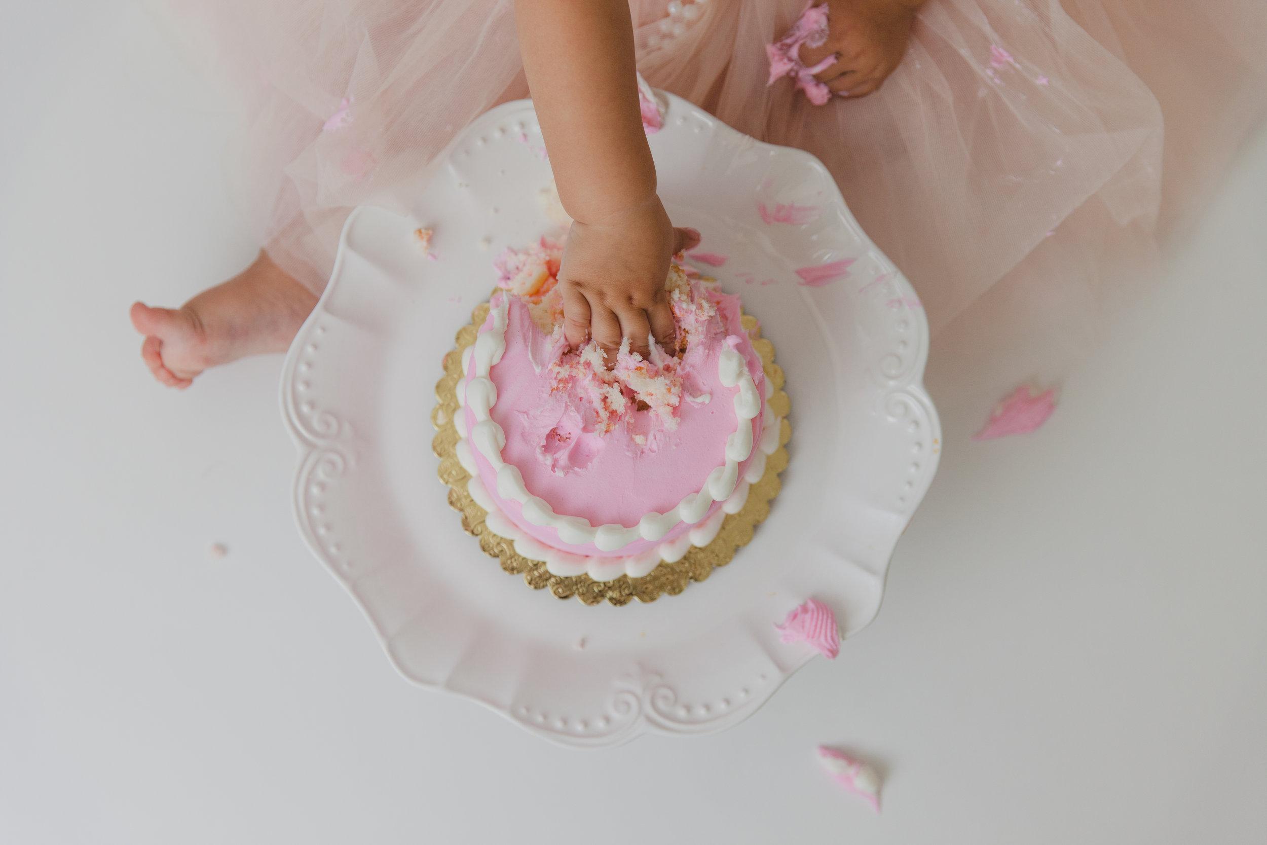 evelyn cake smash -47.jpg