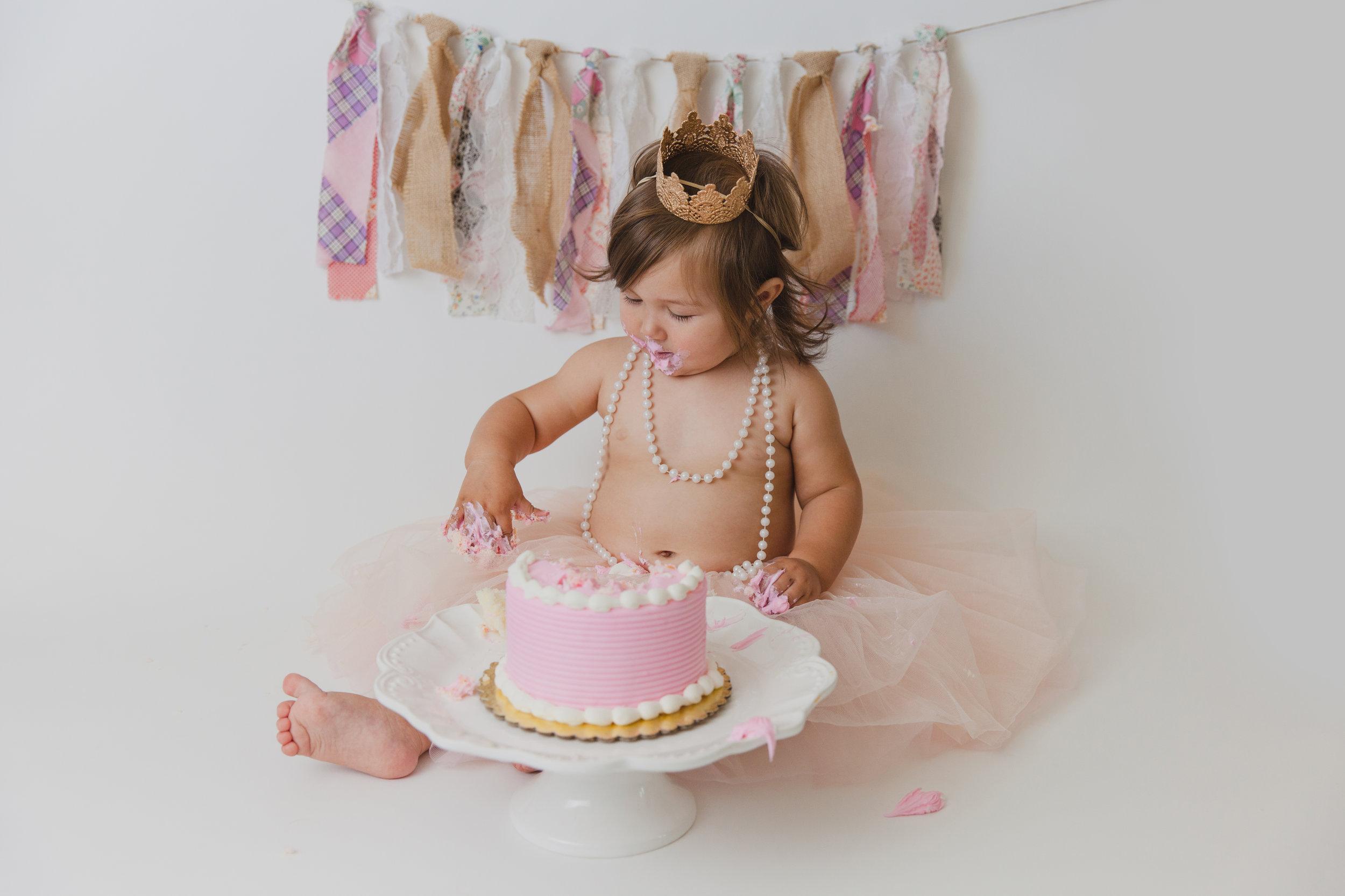 evelyn cake smash -51.jpg