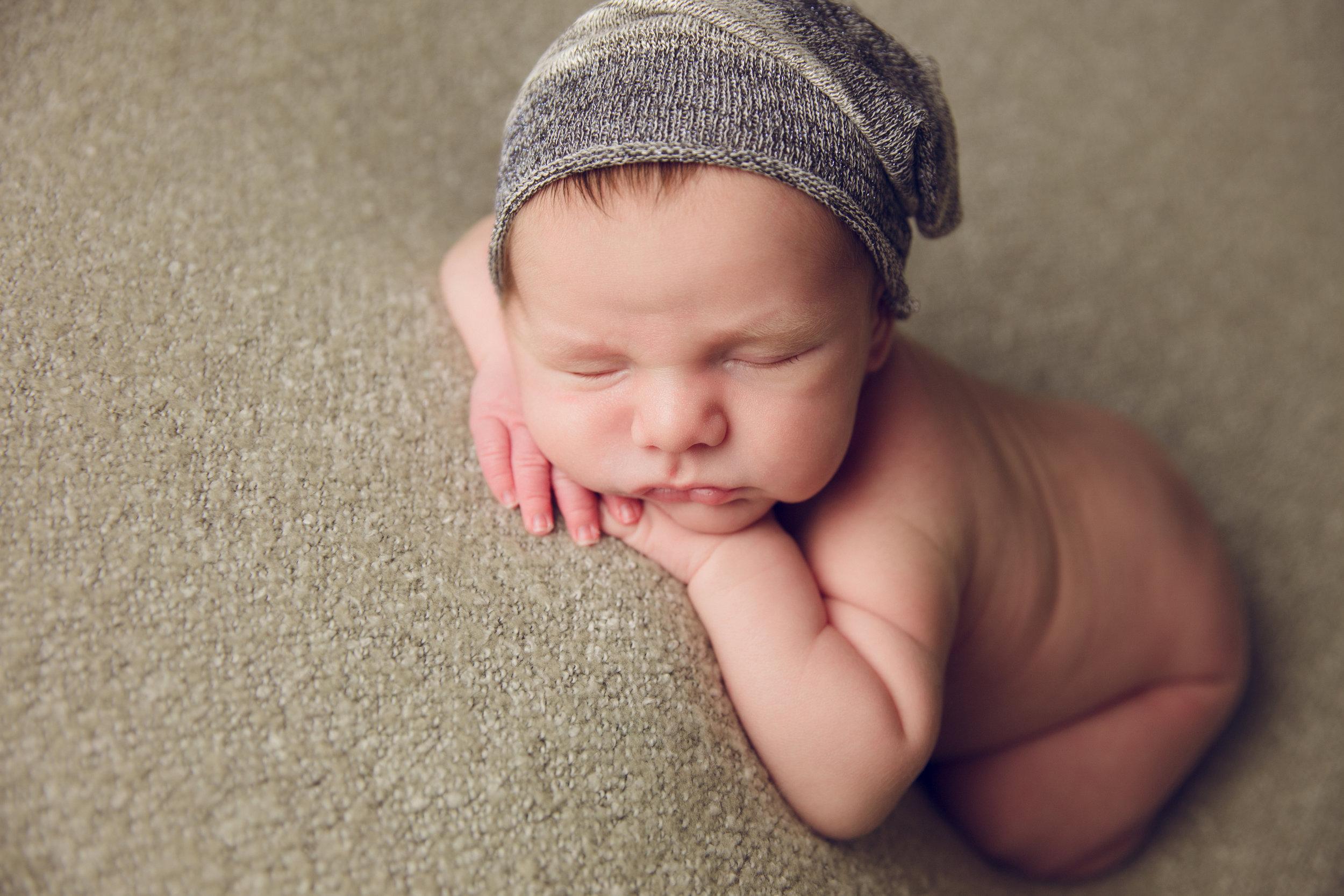 myles newborn  (38).jpg