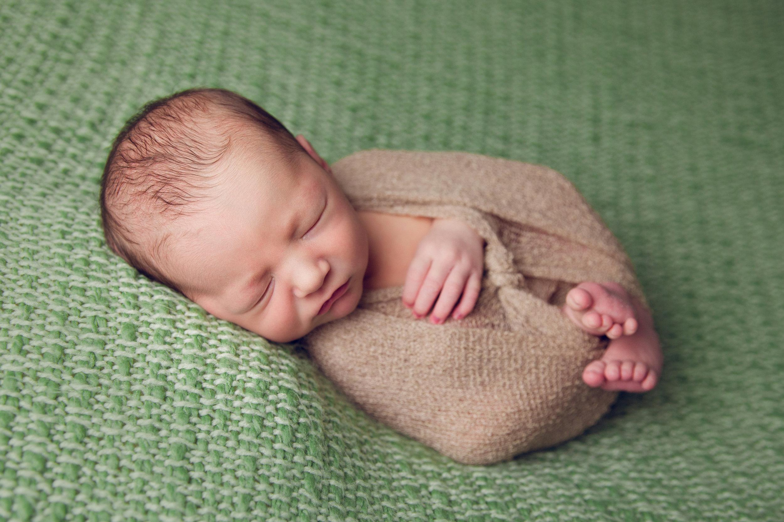 elliott newborn  (43).jpg