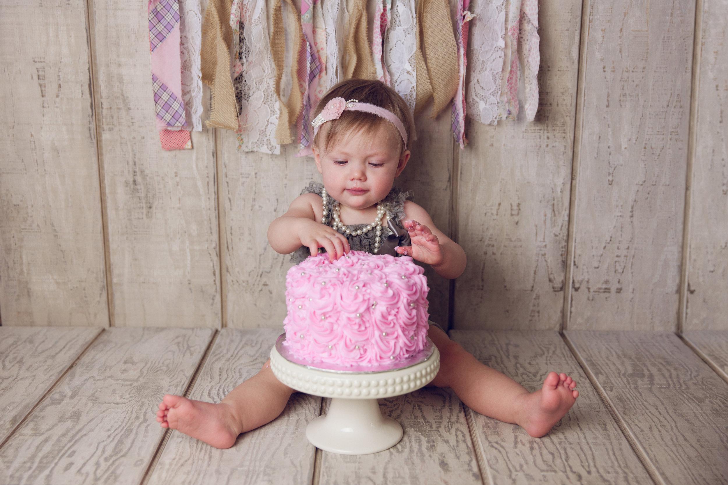 mackenzie cake smash -20.jpg