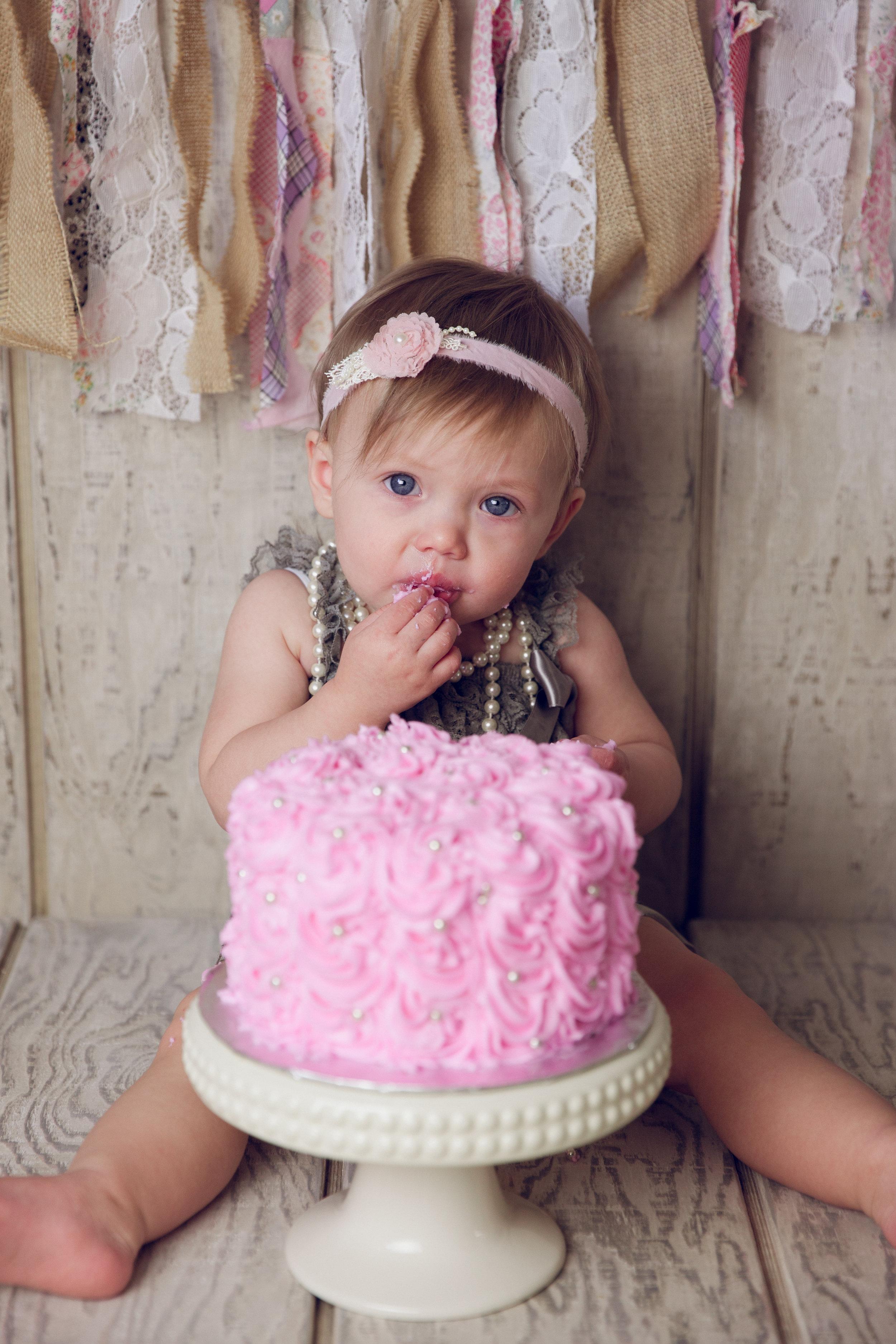 mackenzie cake smash -26.jpg