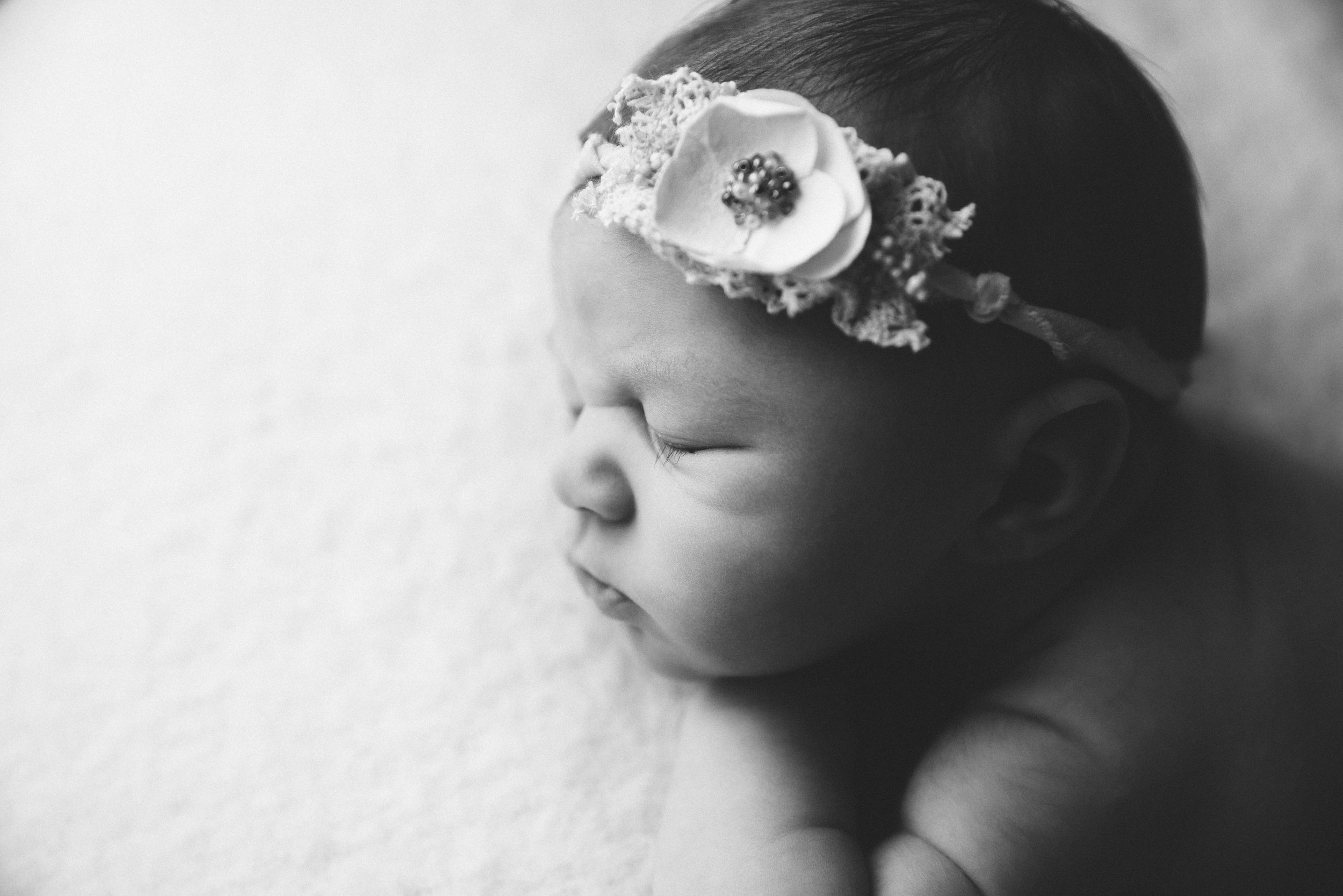 isla newborn  (35).jpg