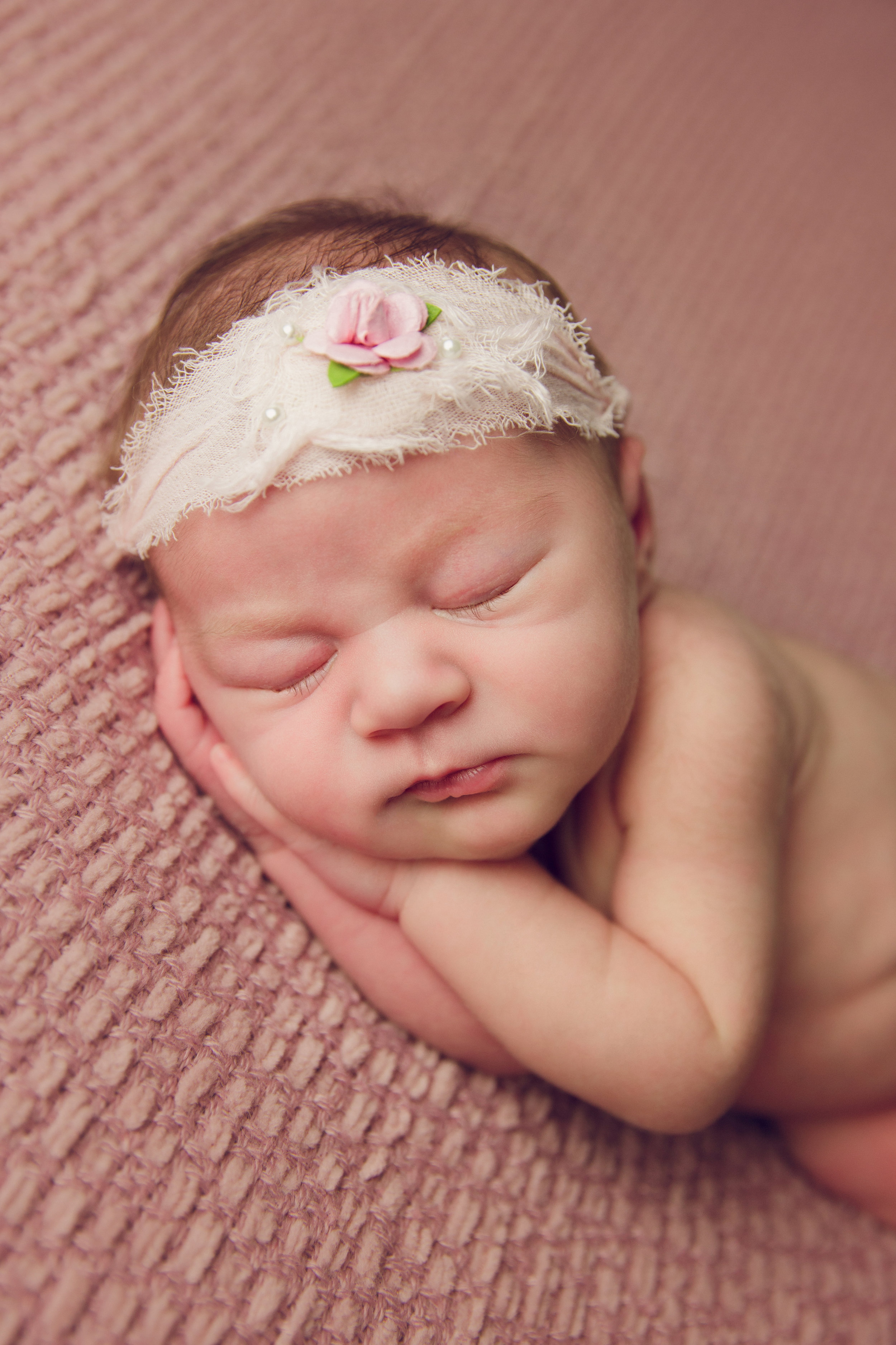 isla newborn  (40).jpg
