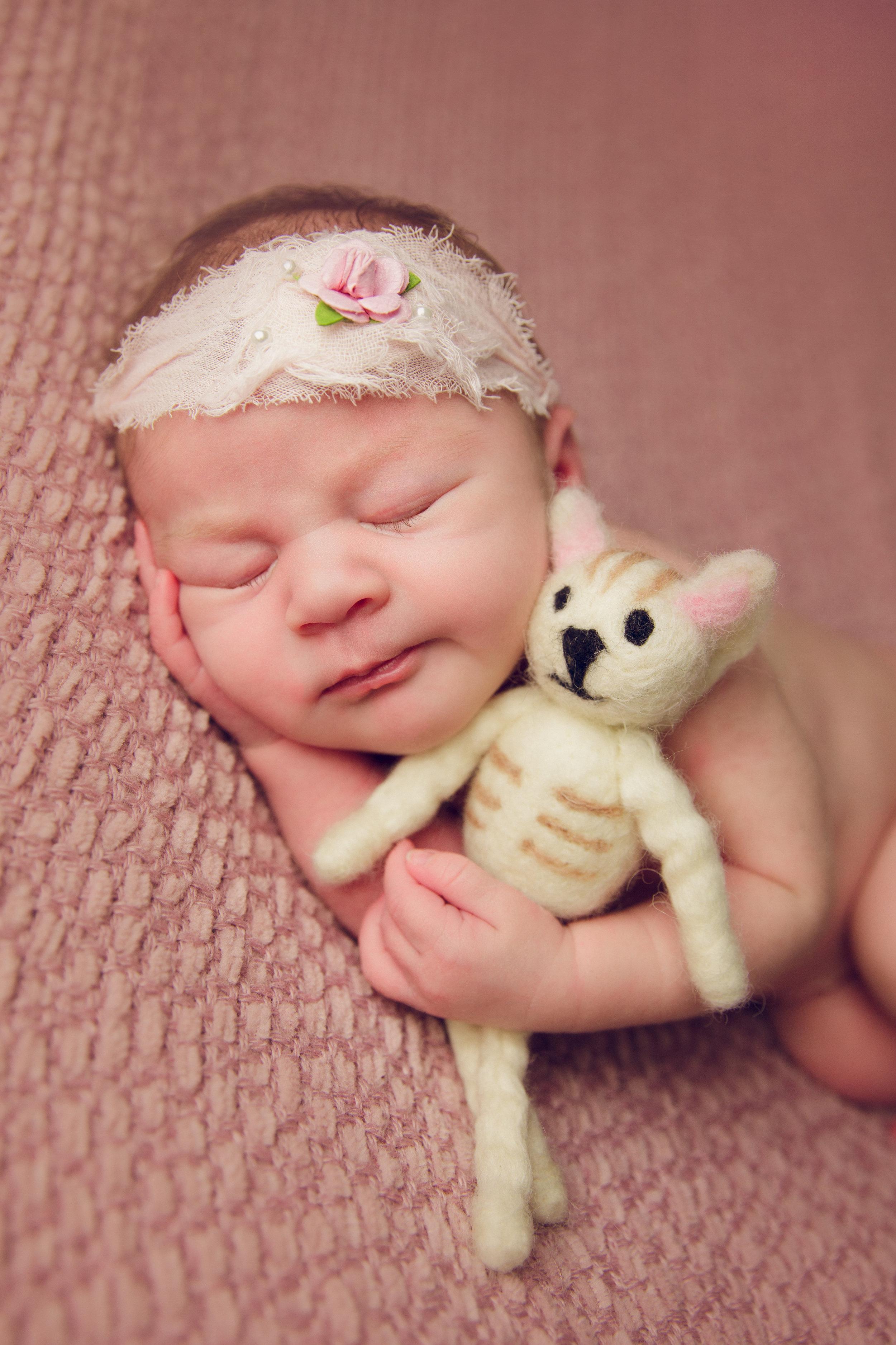 isla newborn  (44).jpg