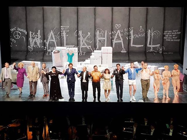 Many thanks to Theater Chemnitz for a wonderful jump-in experience in Rheingold last night and congrats to everyone on a great performance! I'm back in Karlsruhe today for another go at Elektra ... with a healthy diet of Wagner and Strauss, the fun for a tenor never ends! 🤩👏🎶🌈 #bravitutti #curtaincall #applause #froh #dasrheingold #richardwagner #opera #ringcycle #derringdesnibelungen #verenastoiber #production #ilovemyjob #operasinger #einspringen #debut #theaterchemnitz #chemnitz #germany #operasingersofinstagram #jamesedgarknight - @dietheaterchemnitz