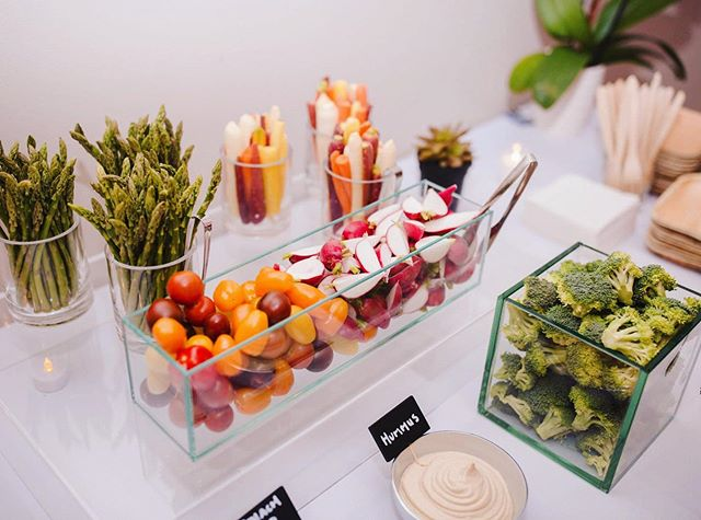 Veggies modern style🥕 • #crudite #crudites #veggies #veggieplatter #alchemiq #catering #cateringnyc #nyccatering #caterer #nyccaterer #lacaterer #cateringla #lacatering #alchemiqevents